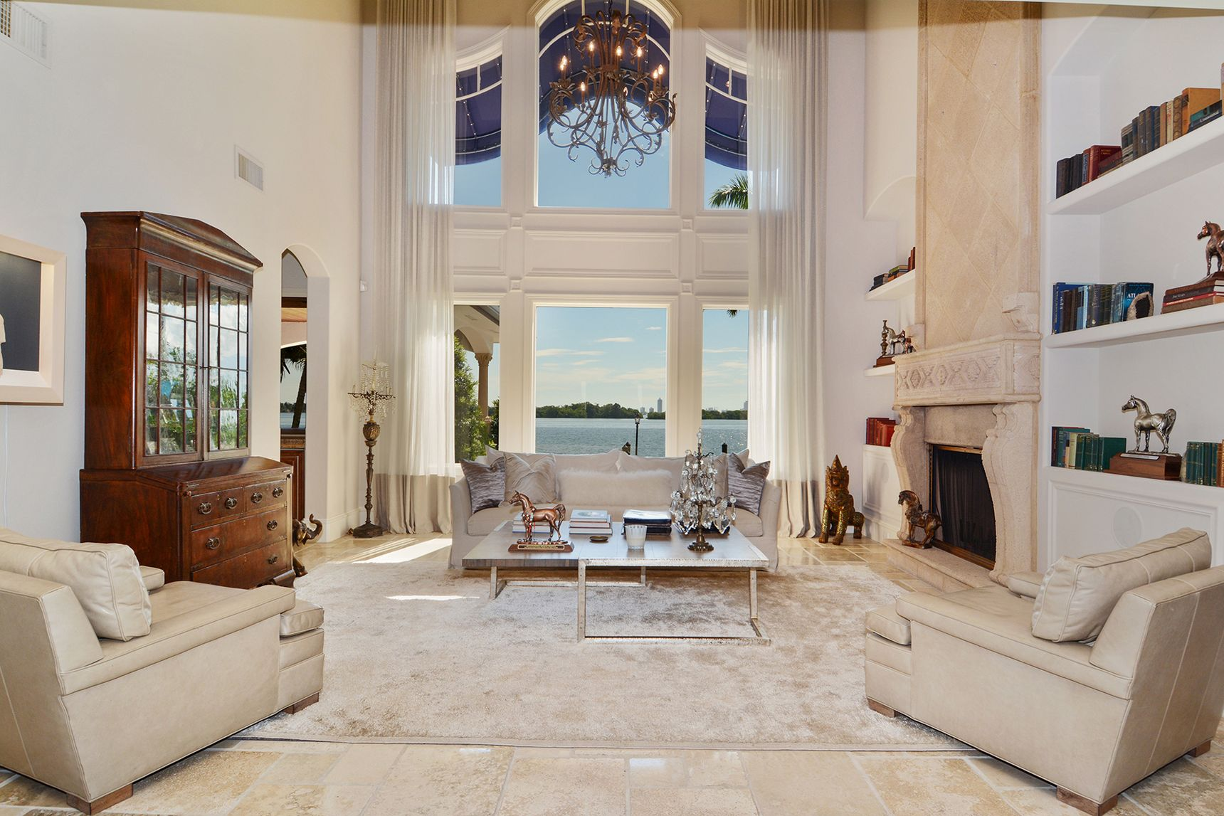 02_7321_Belle_Meade_Island_Living_Room_HR.0.jpg