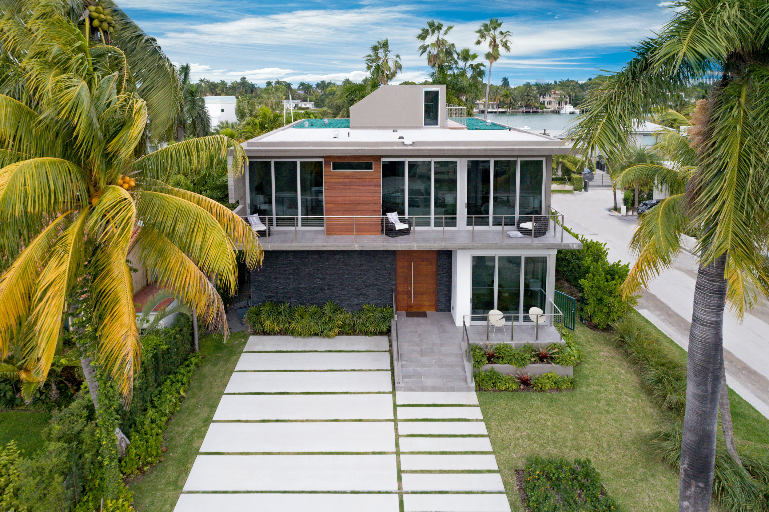 Tour The Palm Island Contemporary Which is The First To Close on Palm Island in 2017
