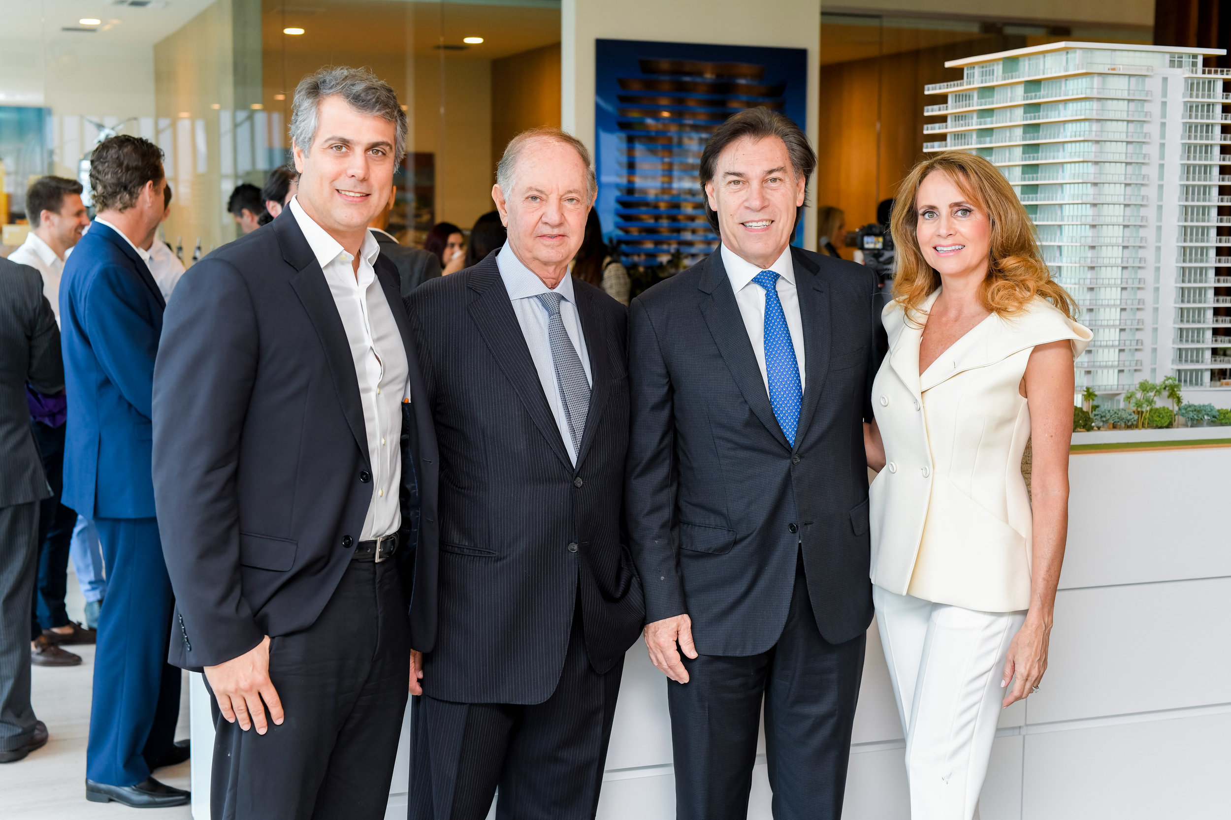 Marcelo Kingston, Dr. José Isaac Peres, Edgardo Defortuna, and Ana Cristina Defortuna
