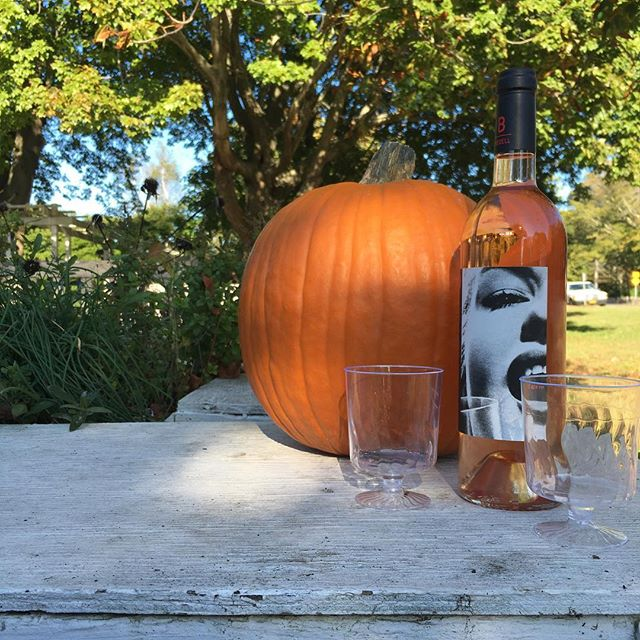 Sunny Sunday! Rosé, pumpkins and Halloween treats at the Amagansett Wine Stand and @amagansettfarmersmarket Open until 10pm tonight! Visit us for a local Halloween wine tasting at 367 Main Street, Amagansett.