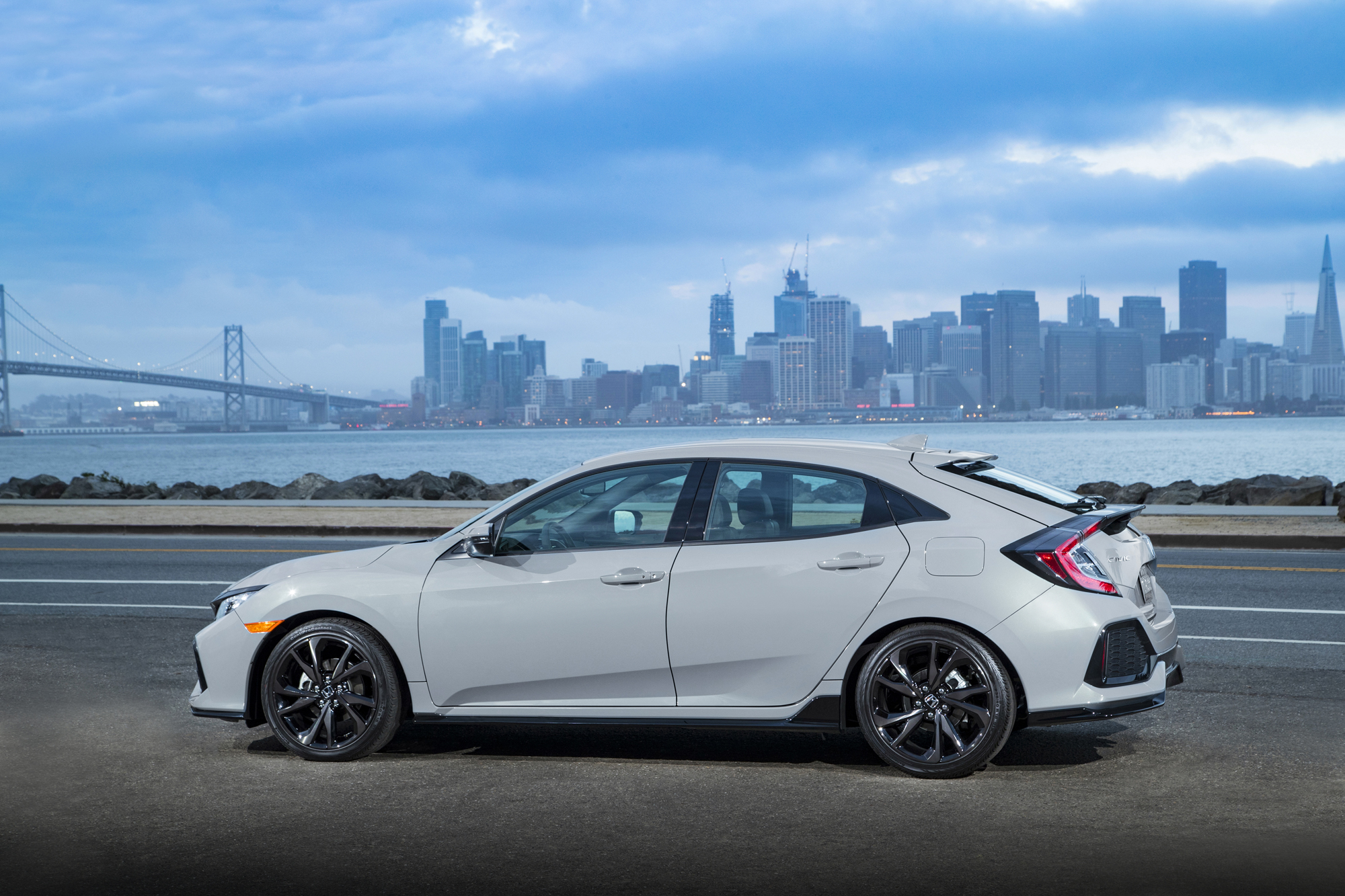 2017 Honda Civic Hatchback_067.jpg