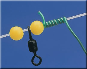 4   Take a length of the telephone wire and twist it around the rig body above and below the beads either side of the bottom swivel