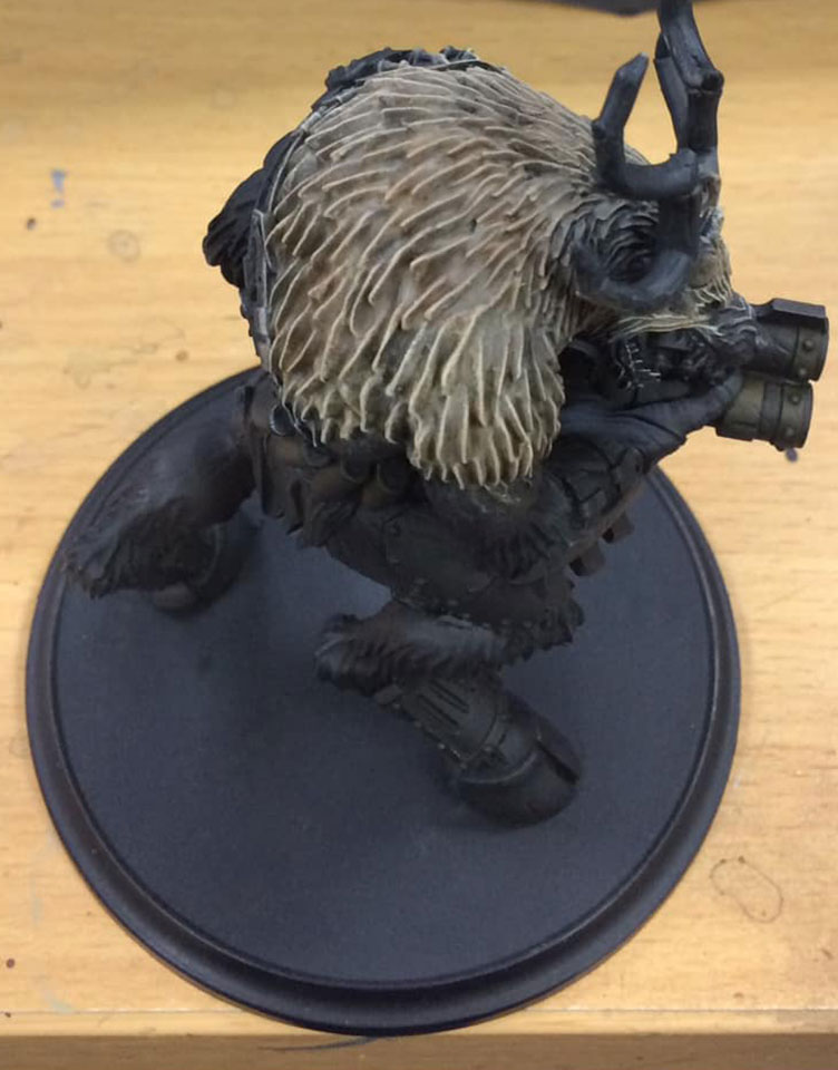 A glaze of Brown ink is applied to the fur from the centre outwards, leaving around 5 mm of the edges uncovered.