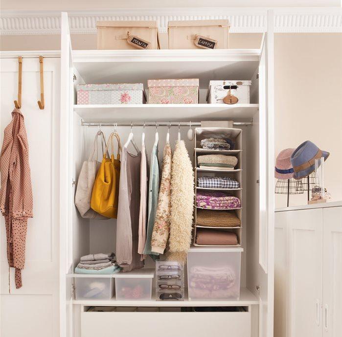 interior-de-armario-de-dormitorio-con-orden_699x689_221e43a5.jpg