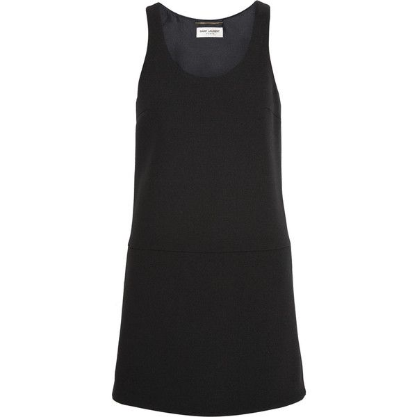 Vestido corto negro - Con mangas o sin mangas. Elige el que mejor se ajuste a tu cuerpo. Si hace frío, súmale unas medias panty gruesas. Acompáñala de tu chaqueta de denim o trench.