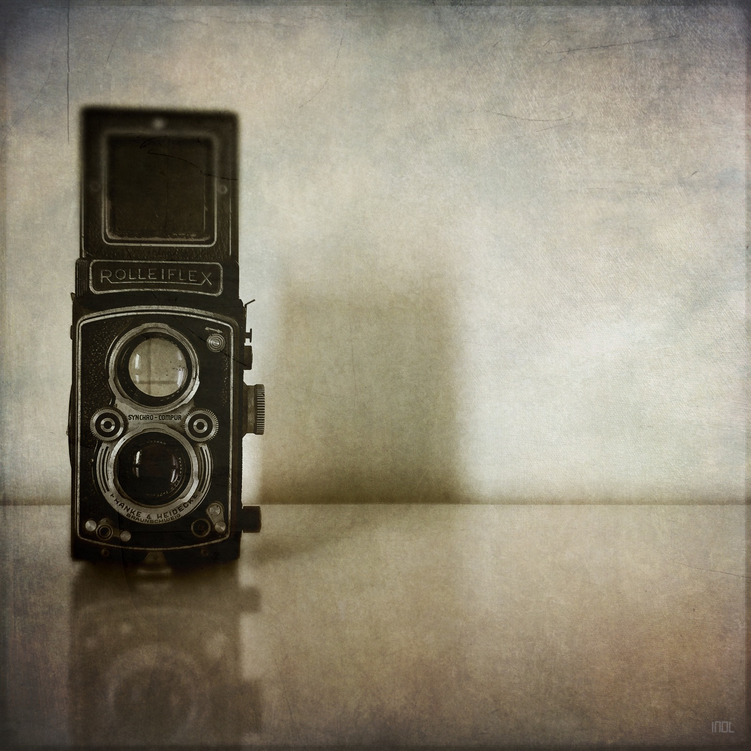 A shot of my Rolleiflex, which will be out capturing some light again for the first time in many years ...
