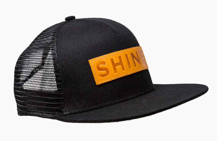 SHINE SHOP   Wir wollen dich ermutigen, dass du den  SHINE Lifestyle  an deiner Schule und deiner Group lebst. Wir wollen dich mit fancy Clothes, Ressourcen und und und unterstützen. Deswegen bauen wir gerade den SHINE Shop auf. Schau doch immer mal wieder vorbei und check, welche neuen Artikel es gibt.  Hier geht's zum Shop.