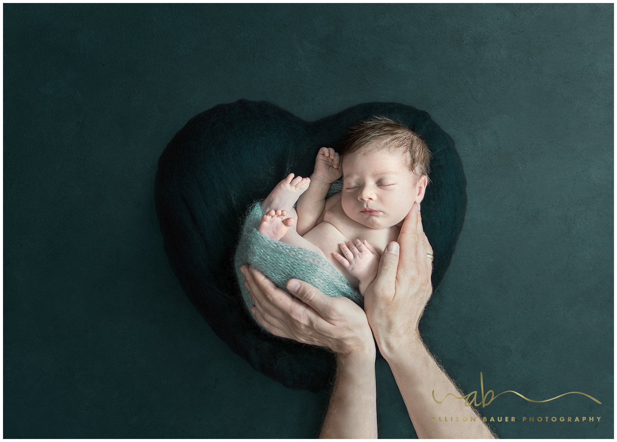 Allison-Bauer-Bild-Baby-hände-herz