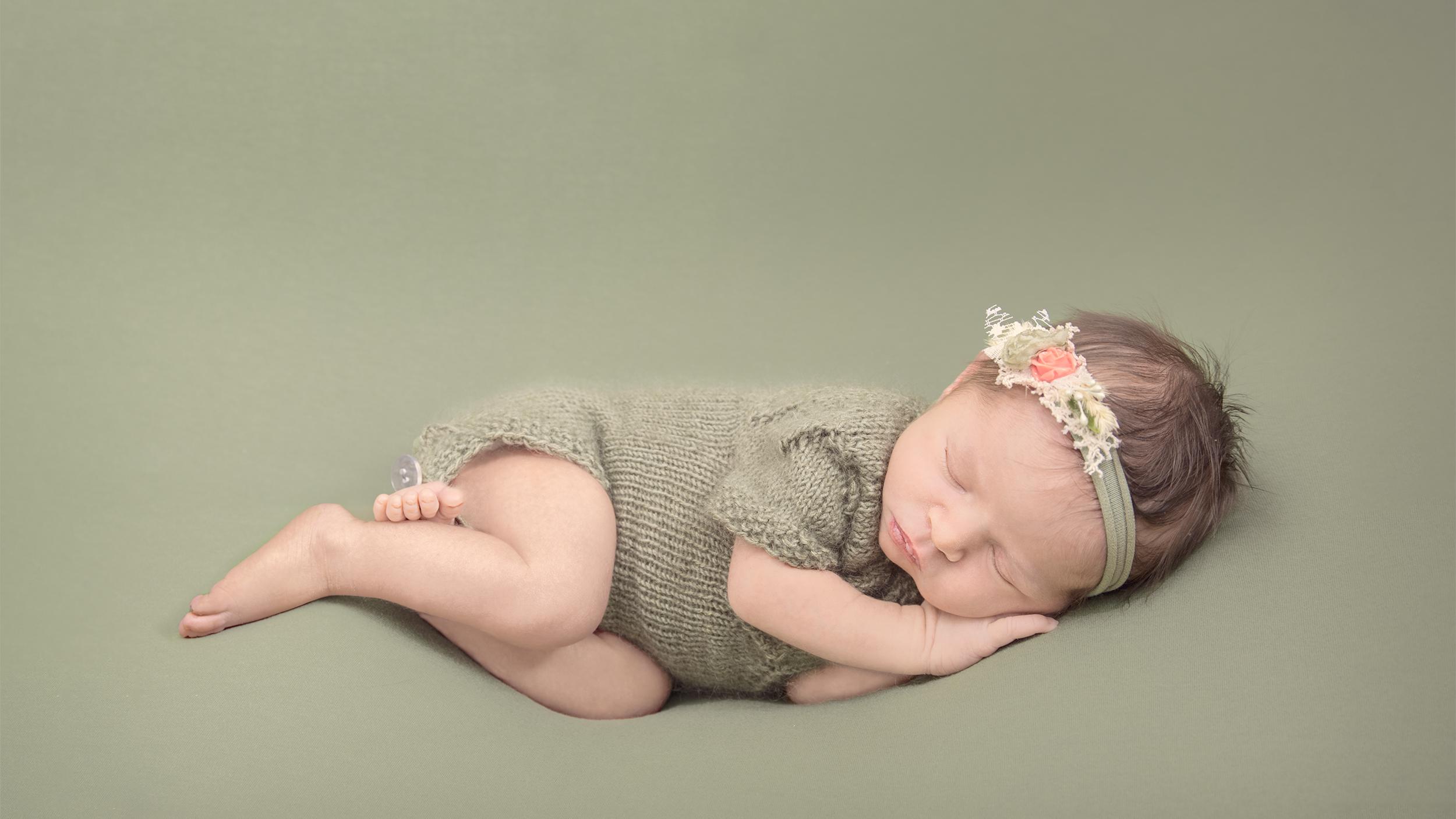 Allison Bauer Photography - neugeborenenfotografie, Mädchen, grün, babygalerie rosenheim