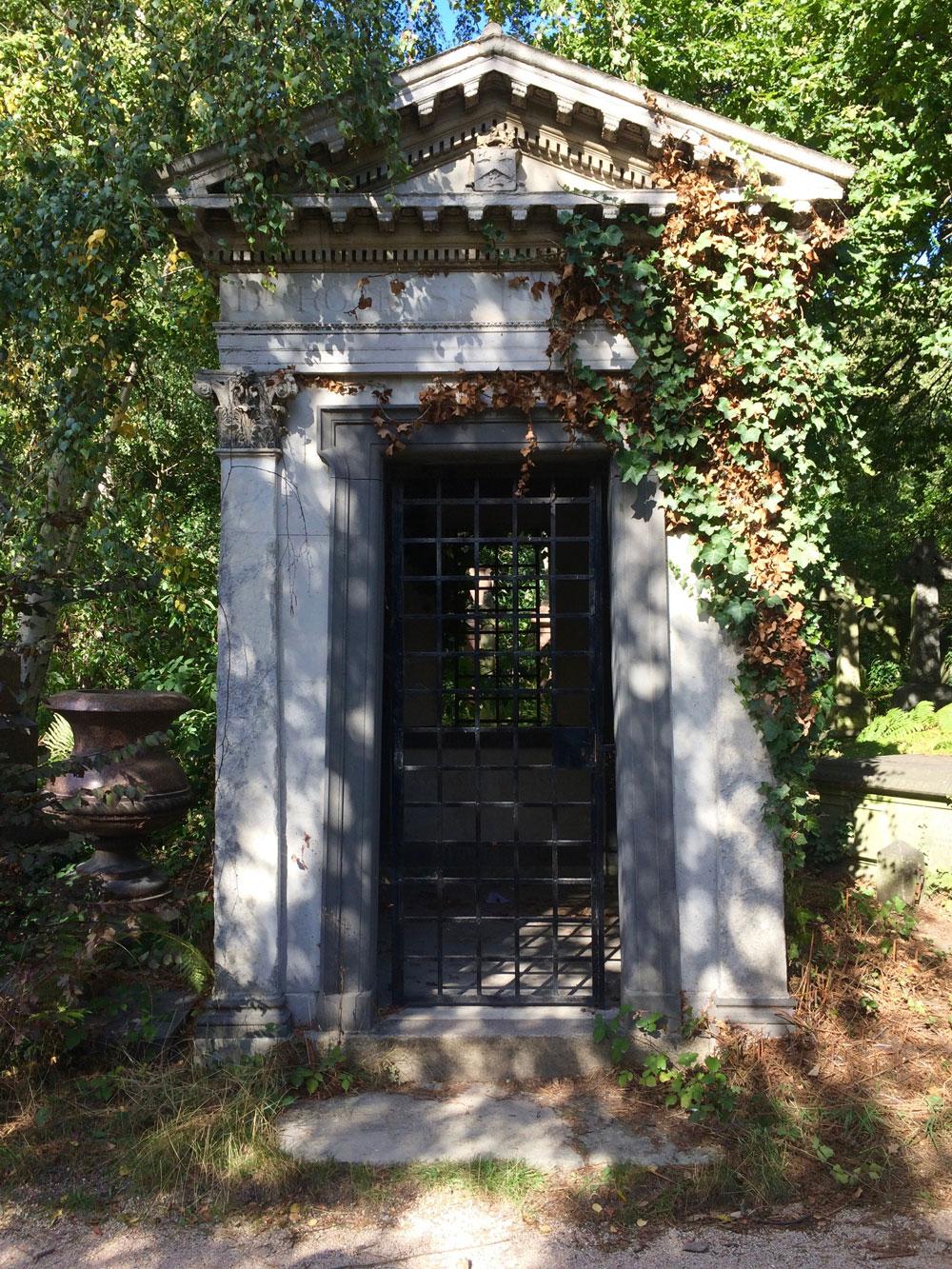 Abney-park-cemetery-exploring-london-walking