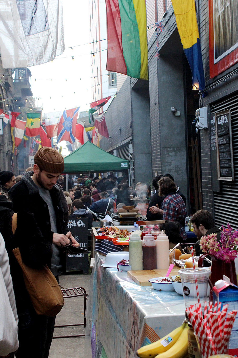This is what you are greeted by when entering the market, wonderful smells, World flags and the bustle of a thriving street food market.