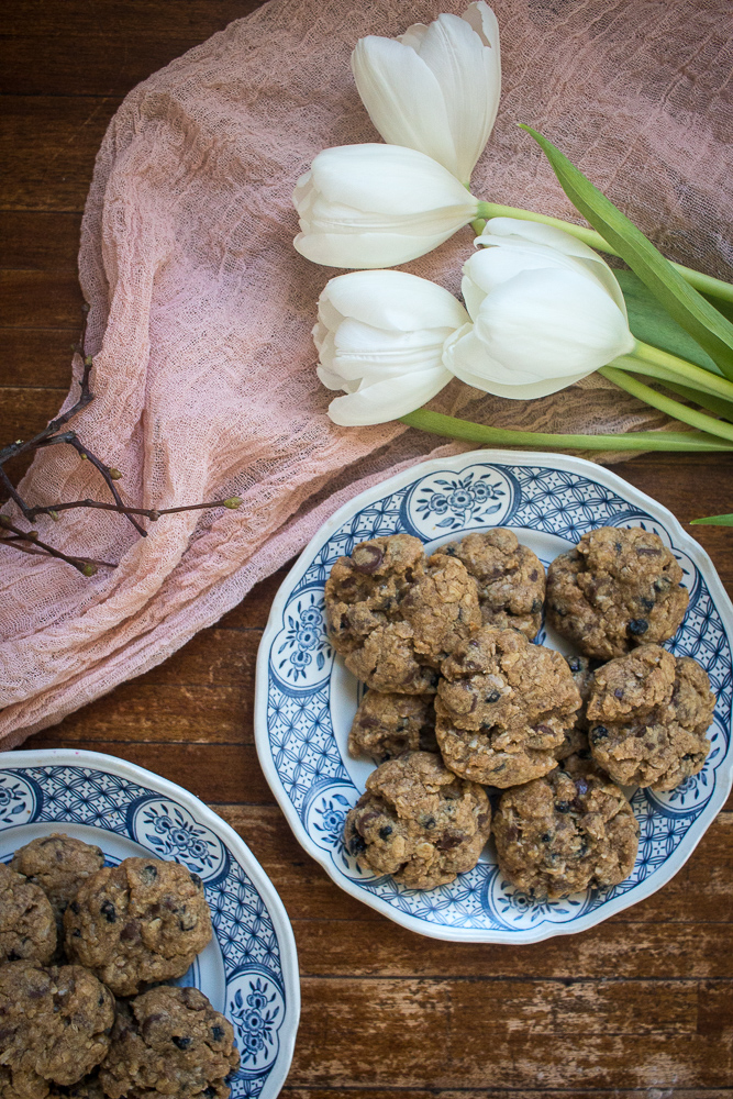 Chewy chocolate chip oatmeal cookies | Linden & Lavender