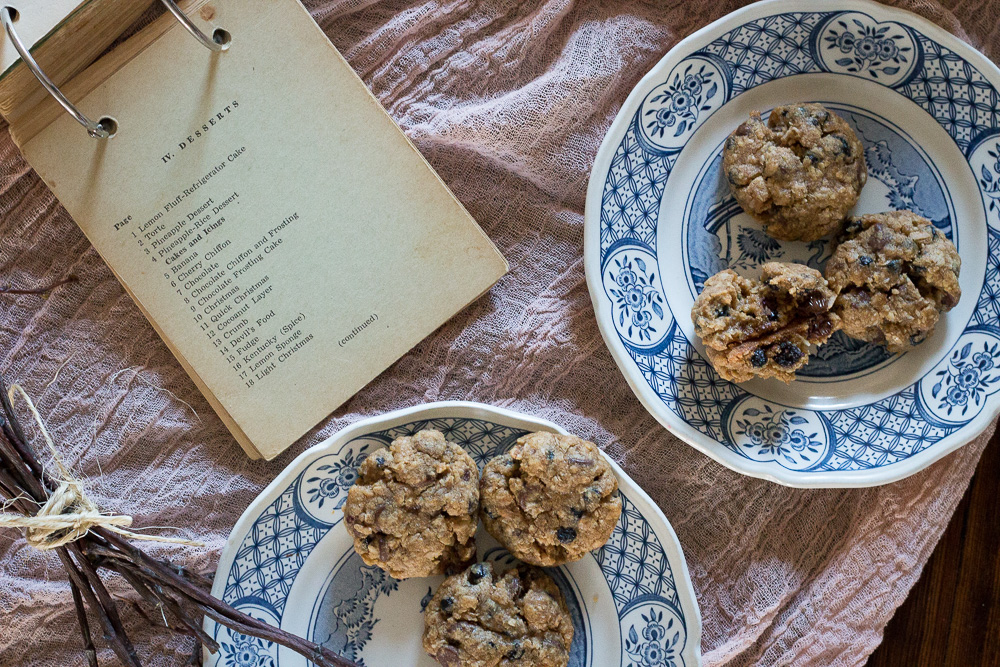 Chewy chocolate chip blueberry oatmeal cookies | Linden & Lavender