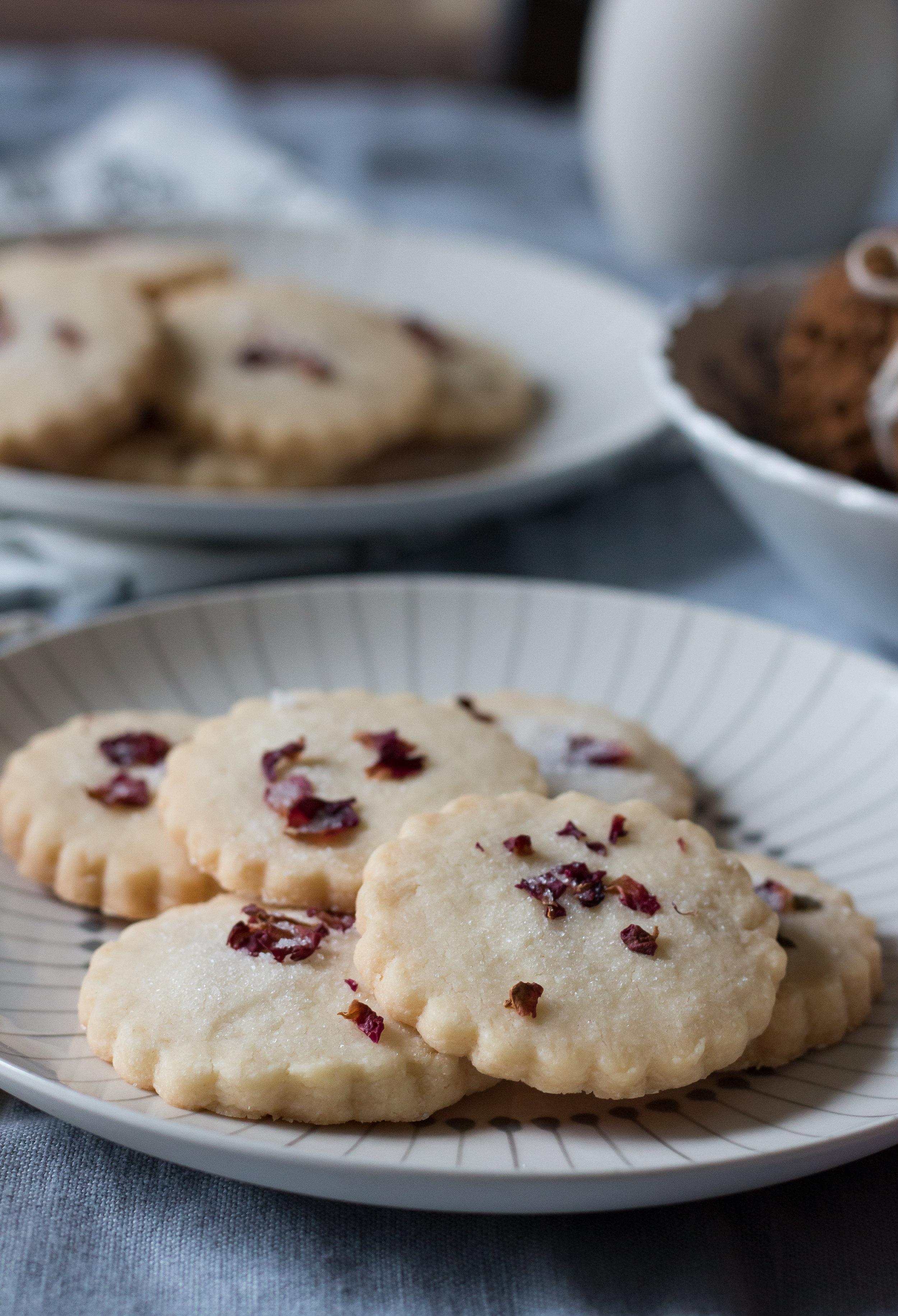 Shortbread Cookies with Rose Petal Decoration   Linden & Lavender