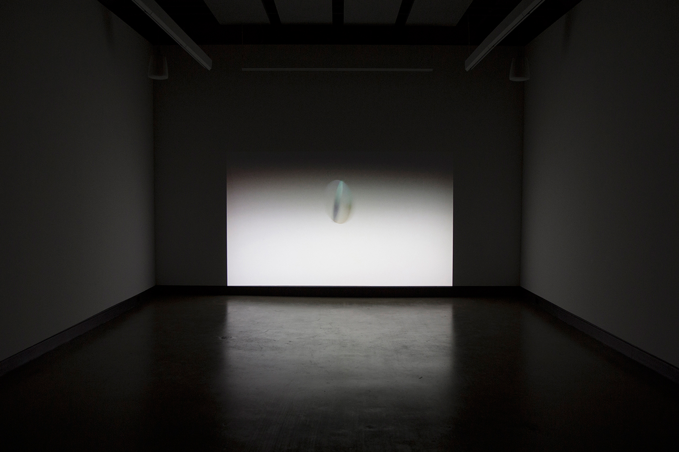 © Scott Massey,  Untitled (An object kindly enclyning)  (2012). Vue de l'exposition. Photo : Sara A. Tremblay.