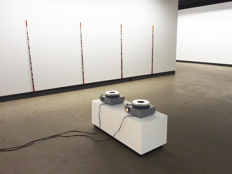 © Lorna Bauer et Jon Knowles, vue de l'exposition  Rotations (2014). Photo : Dazibao.