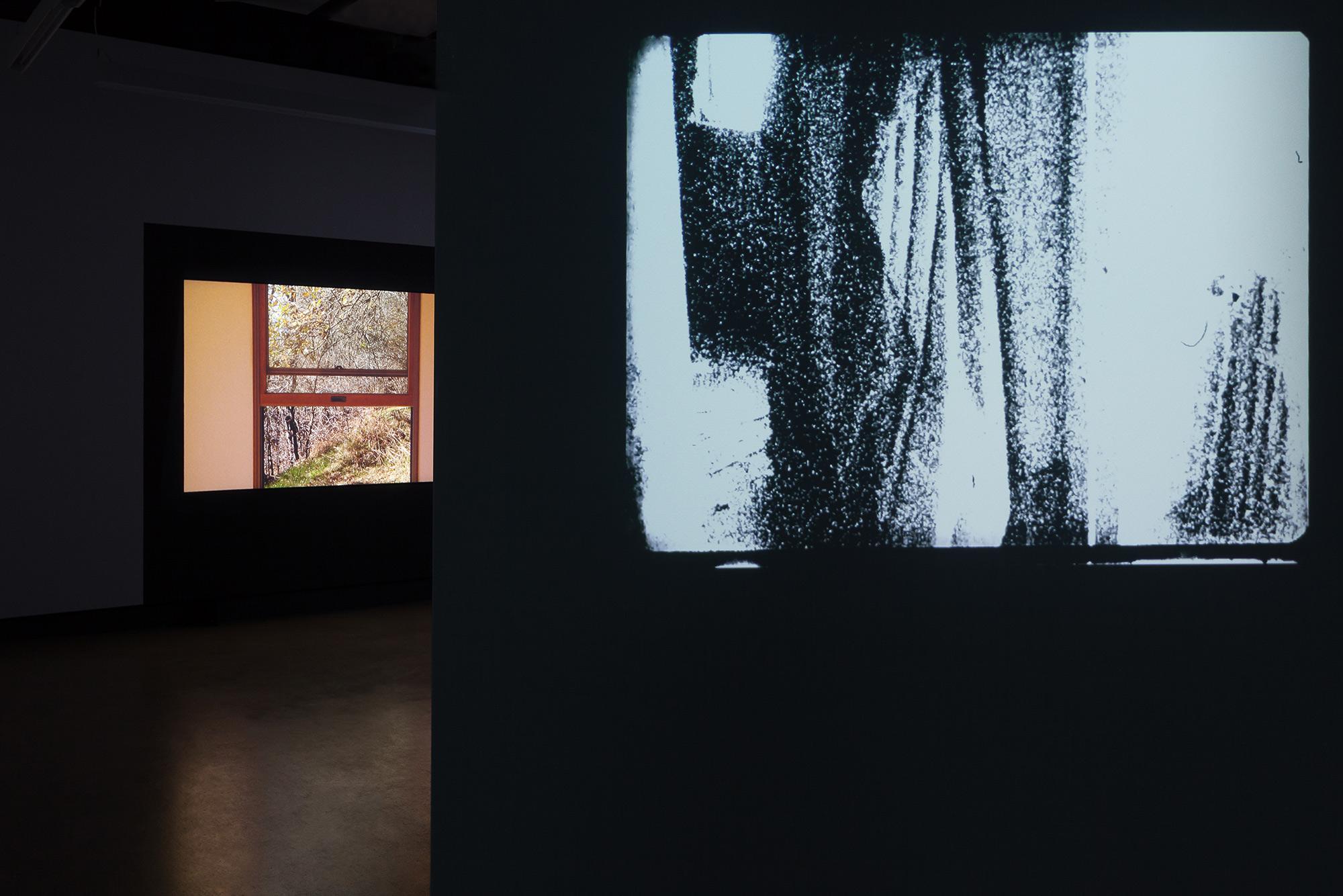 © Vue de l'exposition,  Ismaïl Bahri + James Benning + Ralitsa Doncheva + Miriam Sampaio  (2018). Photo : Marilou Crispin.