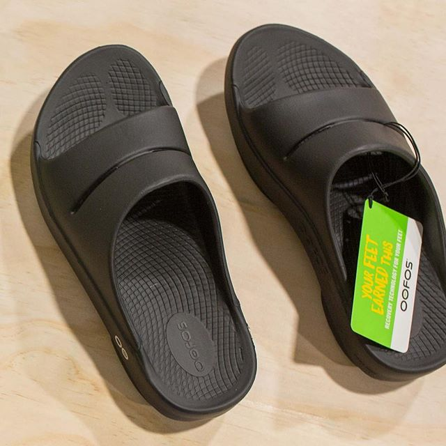 This week we are featuring a few of our most doctor recommended products! Today's feauture, @Oofos Recovery Sandals!  These sandals are super cushioned all while providing arch support! For those with plantar fasciitis, it is recommended that you avoid going barefoot whenever possible. For more info, check out our latest blog post through the link in the bio, or come see us! #FollowMeToFastBreak