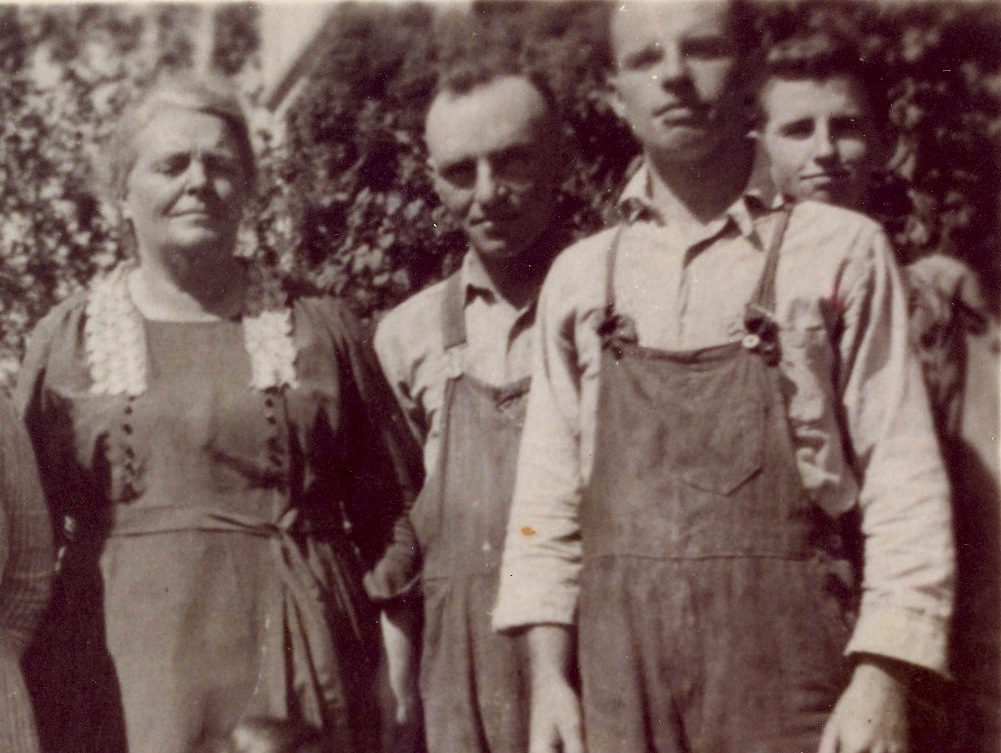 Sarah McAndrews, Raymond B. Wolfe, Philip J. Wolfe, and Melvin M. Wolfe, ca. 1920