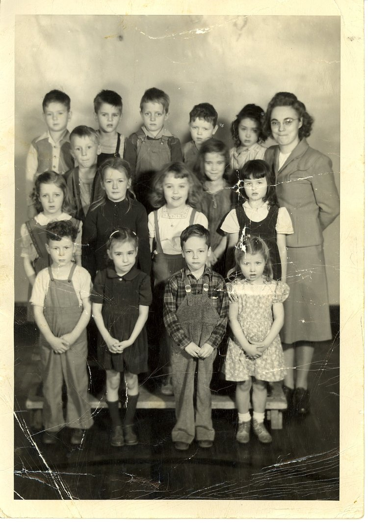 Tom Wolfe (top row, fourth from left) and his first-grade class, Delmar, Iowa