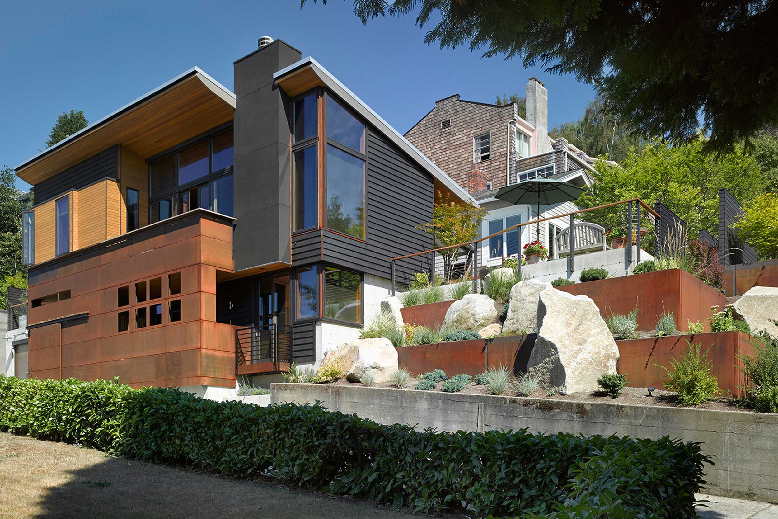 Urban Hillside Residence