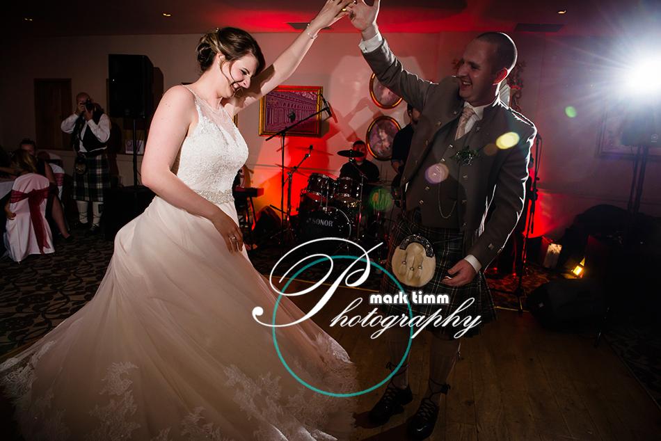 wedding photos at glenskirlie