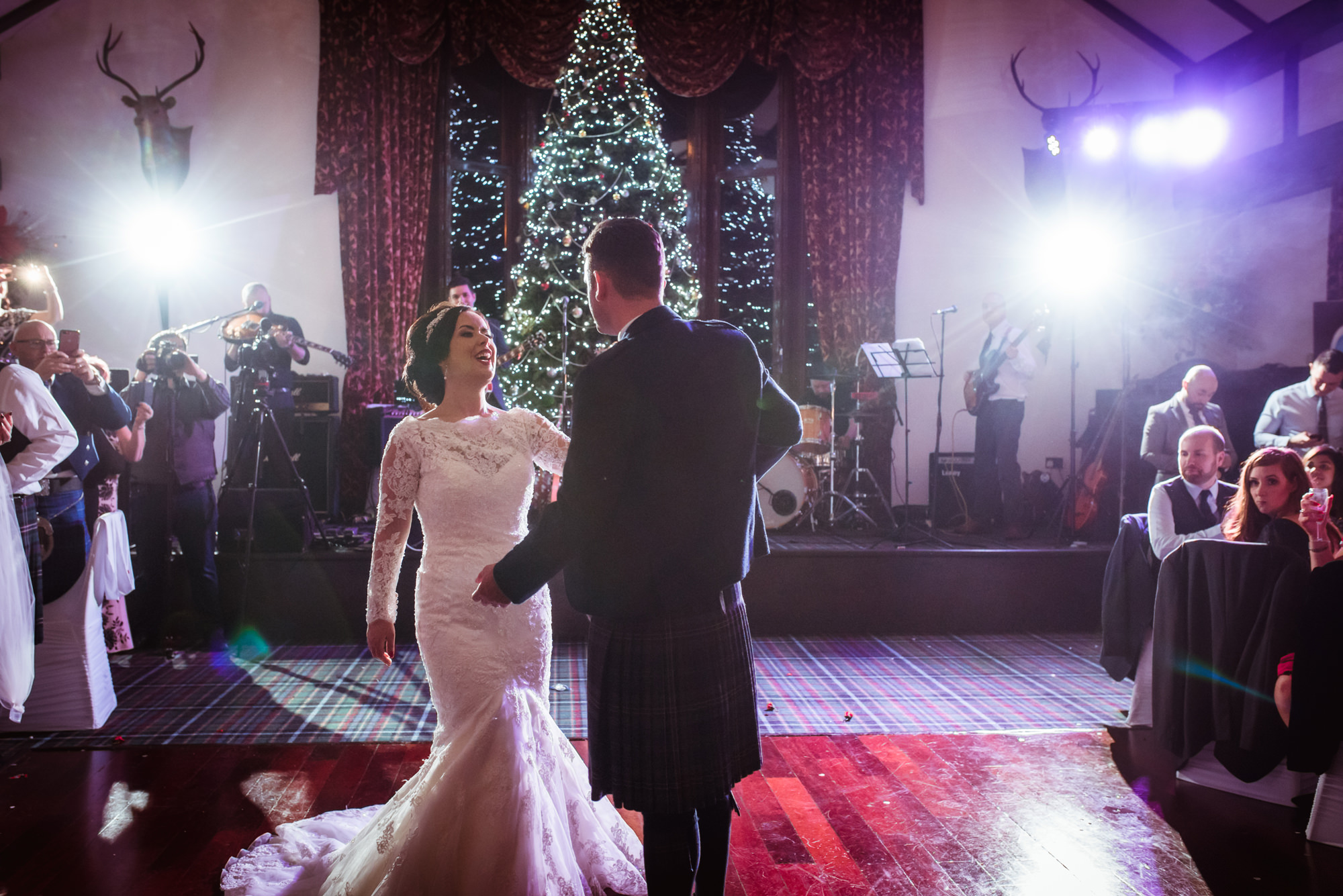 Brig o doon wedding photographer.jpg