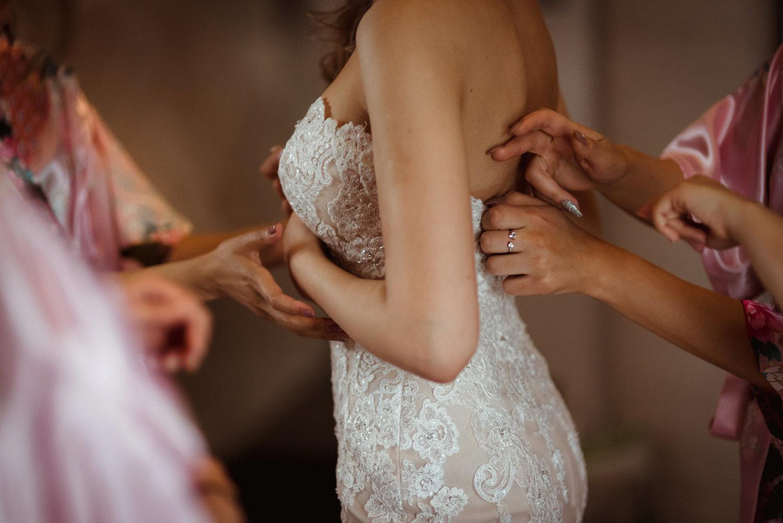 slim-fit-wedding-dress-glasgow.jpg