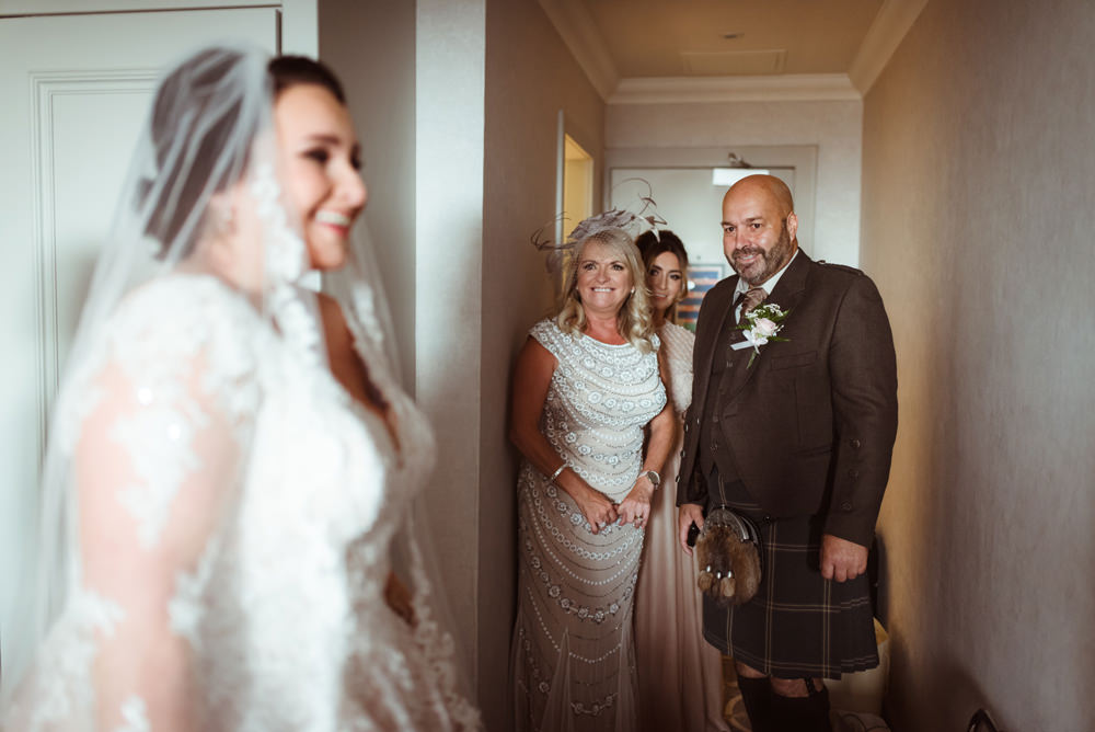 emotional-wedding-photography-glasgow.jpg