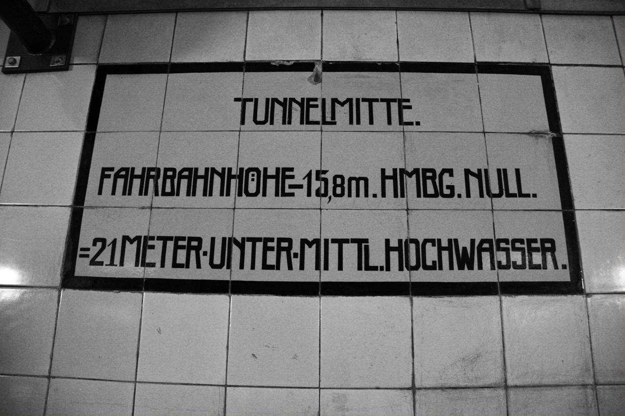 Tunnel sign Hamburg.jpg