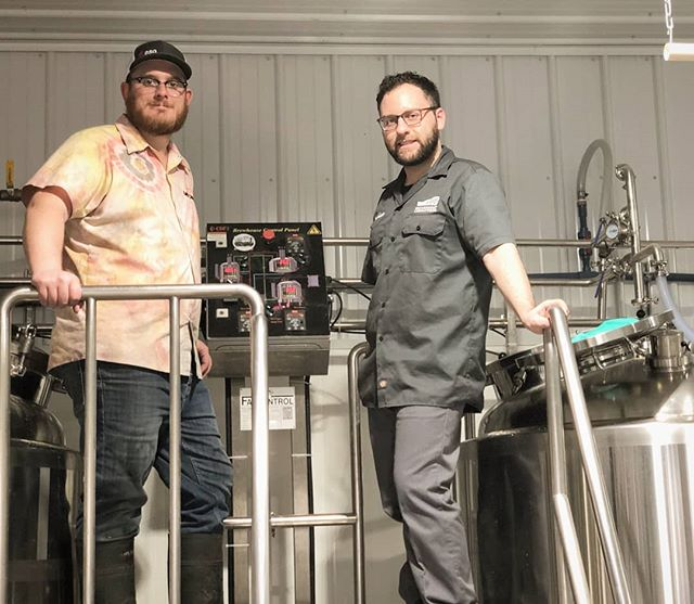 🚨🚨 Our brewer Mitchell and Joshua from @escarpmentlabs brewing up a Norwegian Oat Pale Ale using their Kveik yeast! The beer will be on tap tonight at @barhopbar and will be available at the brewery this weekend!