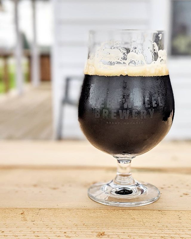 Hello Oat Stout. Hello patio. Hello Mother's Day weekend. For those last-minuters, we have a few mother's Day gift packs left. They include 4 beers, a lovely plant and a few chocolates!