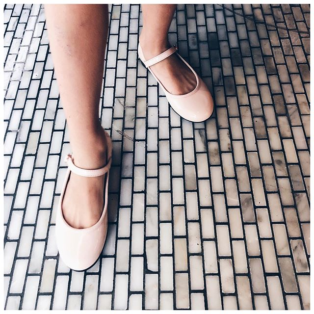 Remember those #repetto days? 💘 A son tour de jouer les petites #ballerines 🎼