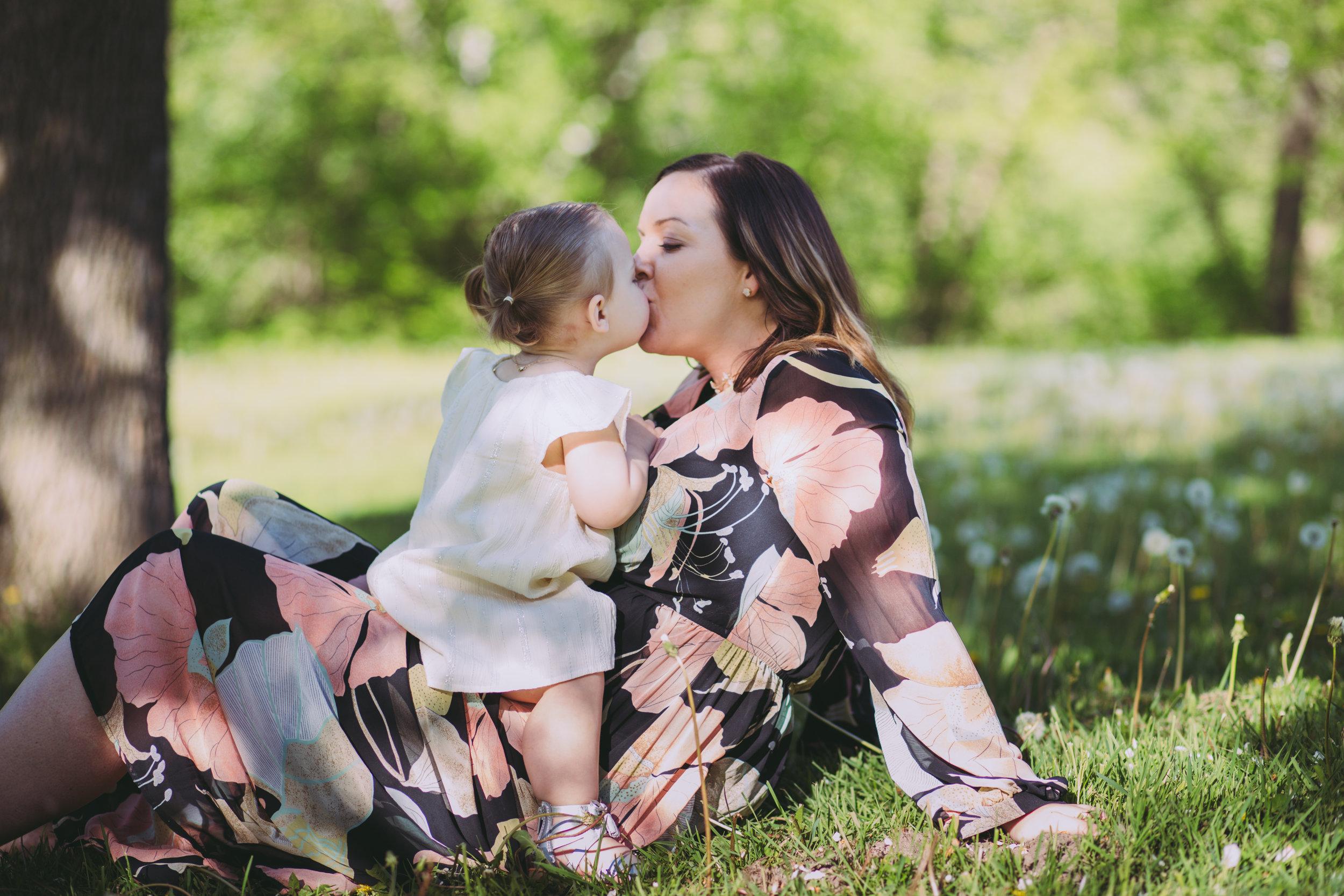Mommy_and_me_photoshoot_HudsonWI_Birkmose_Park3