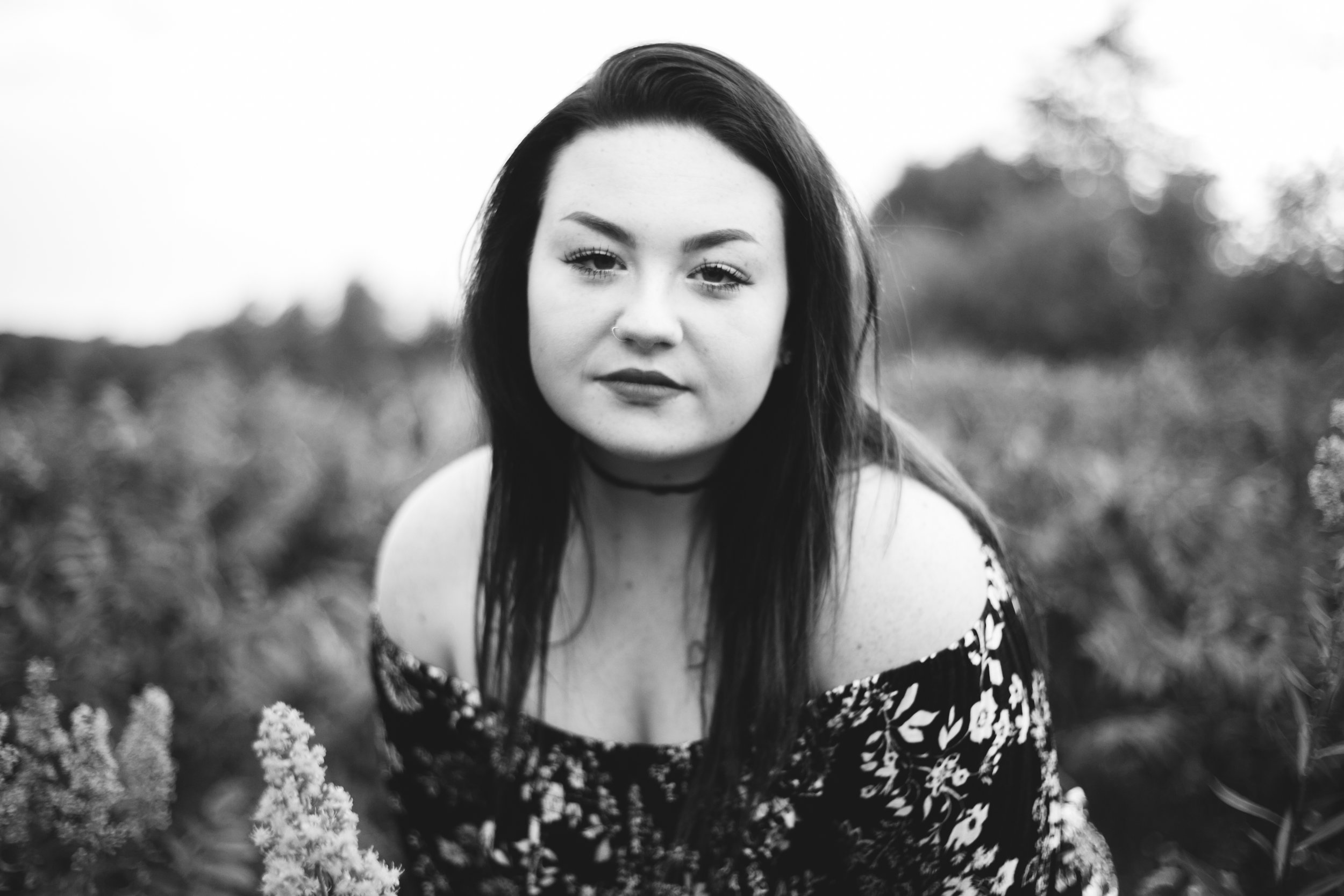 black and white photo of high school senior in Hudson WI