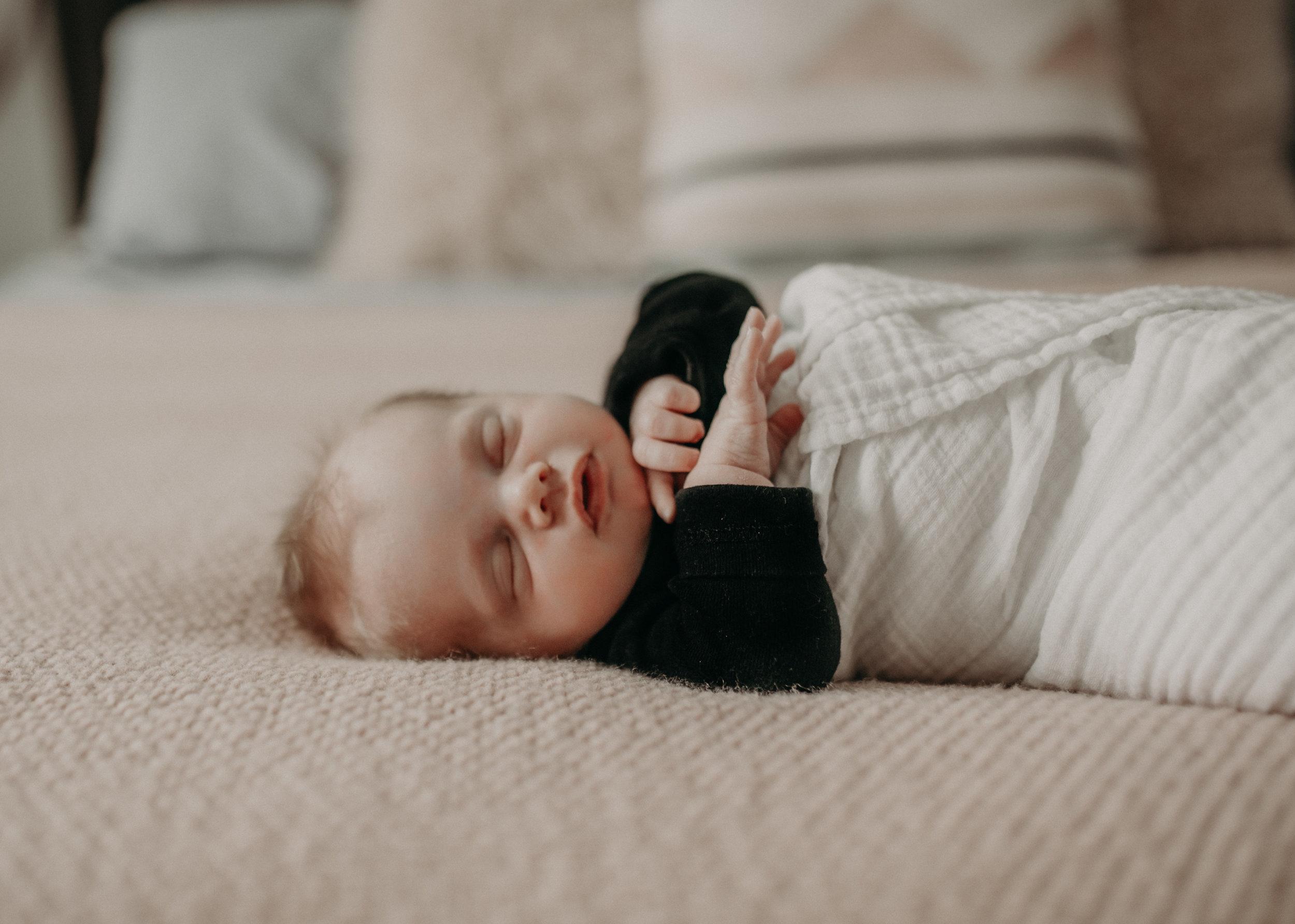 River_Falls_Lifestyle_Newborn_Family_Photographer2.jpg