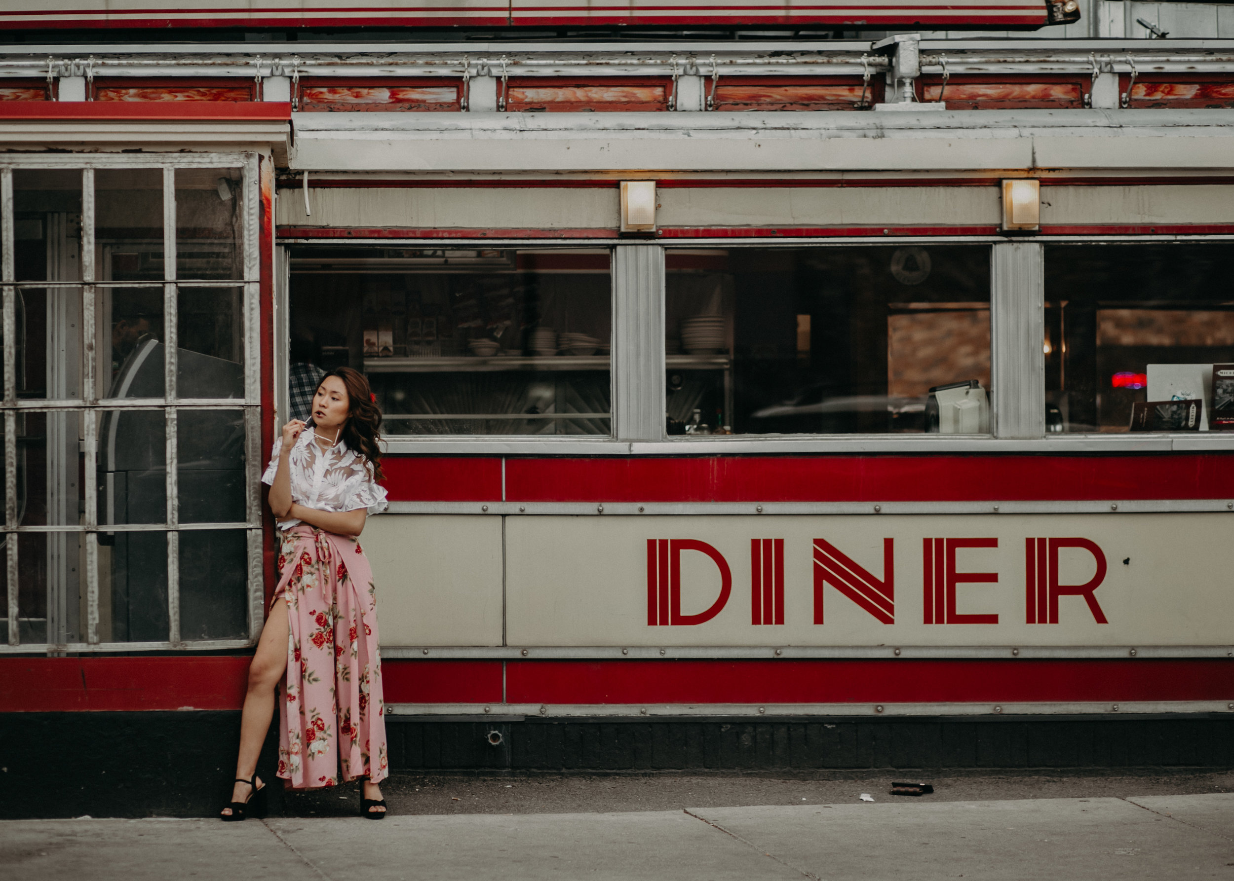 senior-photos-st-paul-mickeys-diner