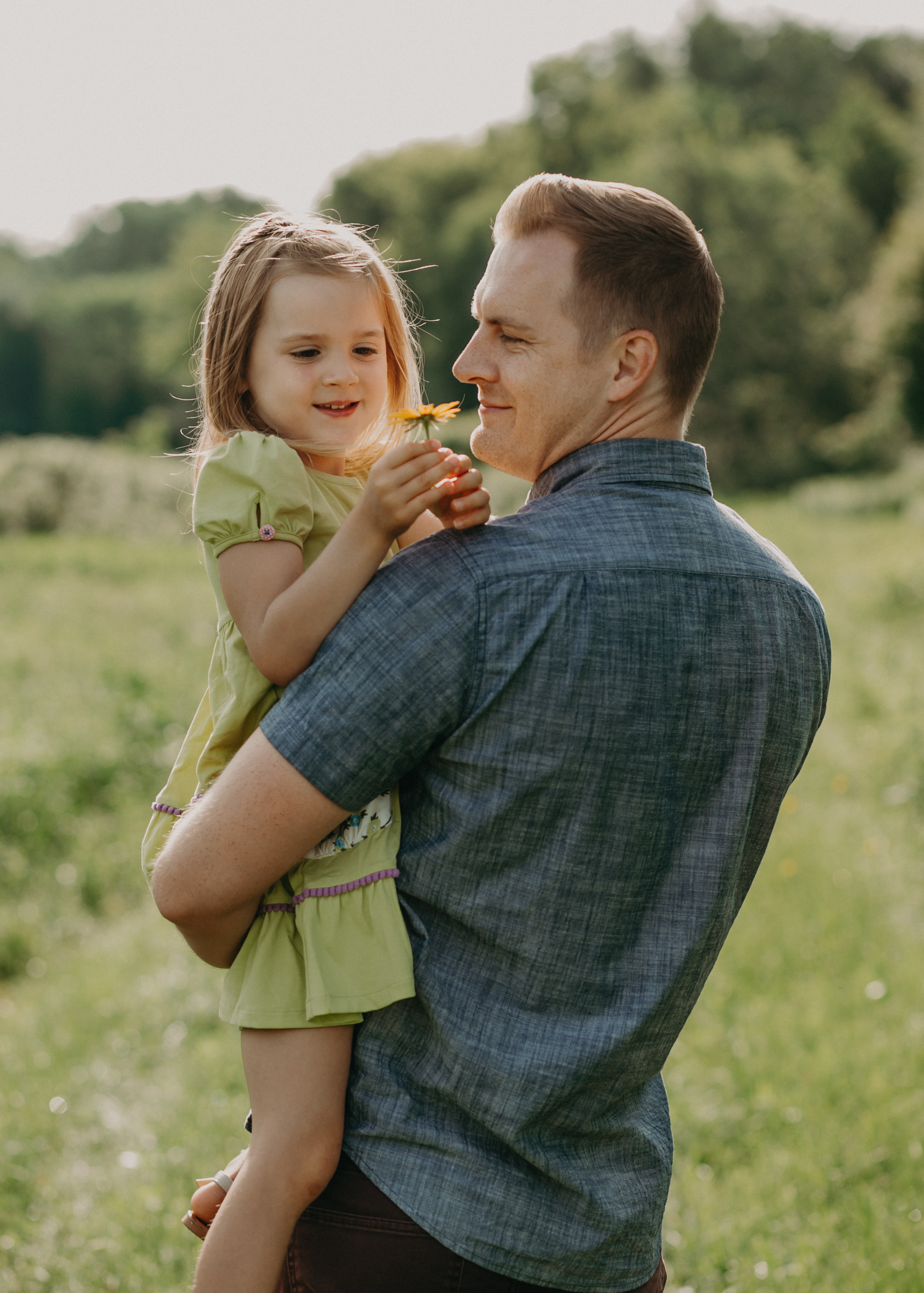 daddy and daughter during family photo session in River Falls WI with Andrea Wagner Photography