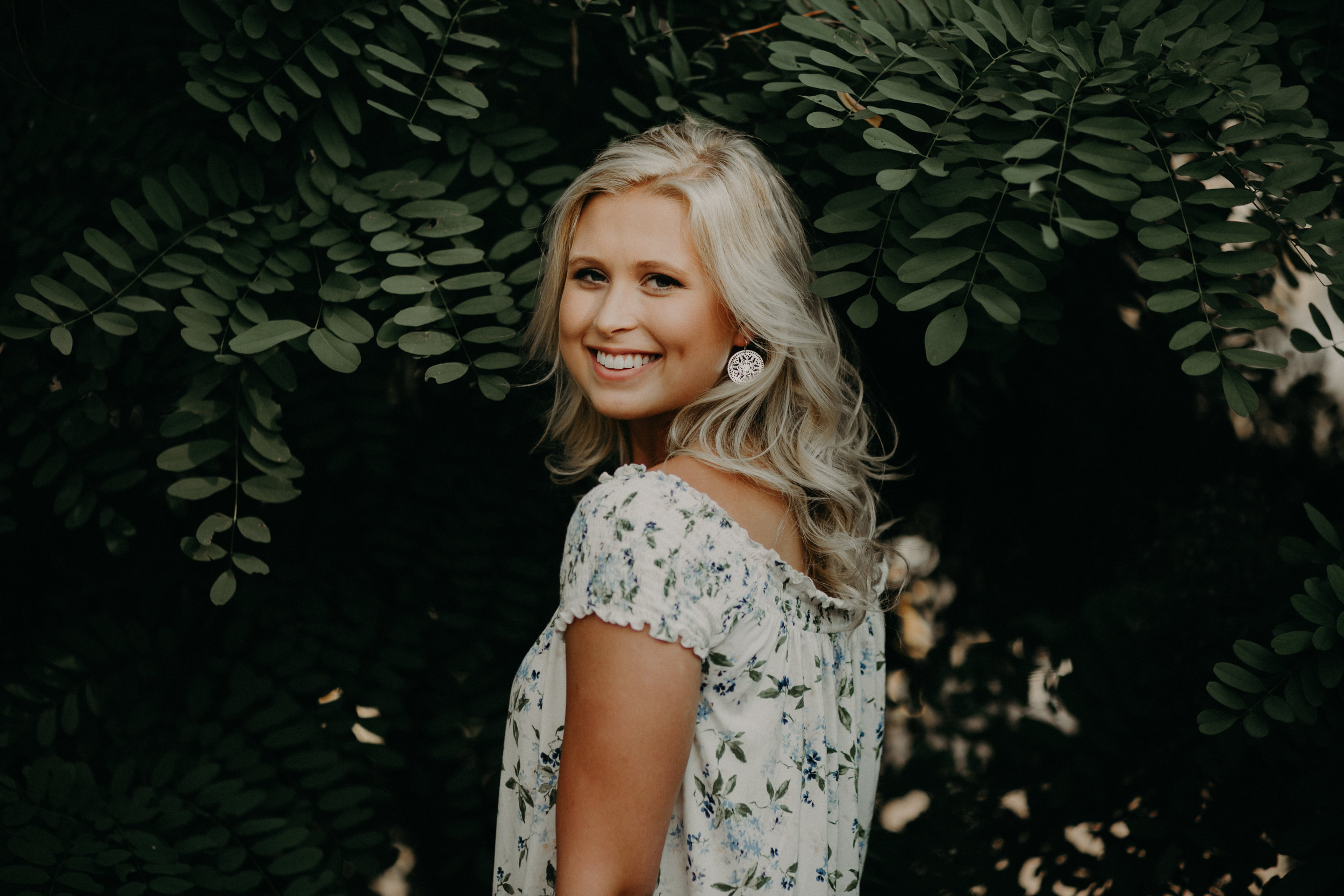 Hudson-wi-senior-photographer-blonde-leaves-tropical