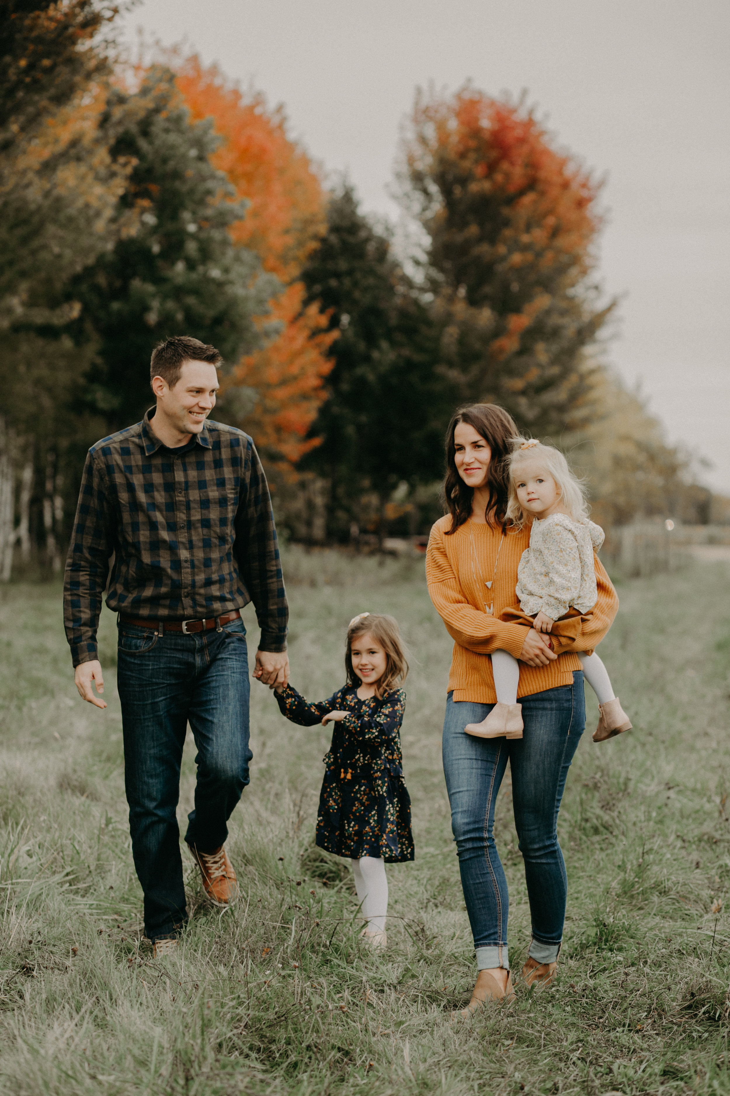 fall family photo shoot in River Falls WI by Andrea Wagner Photography
