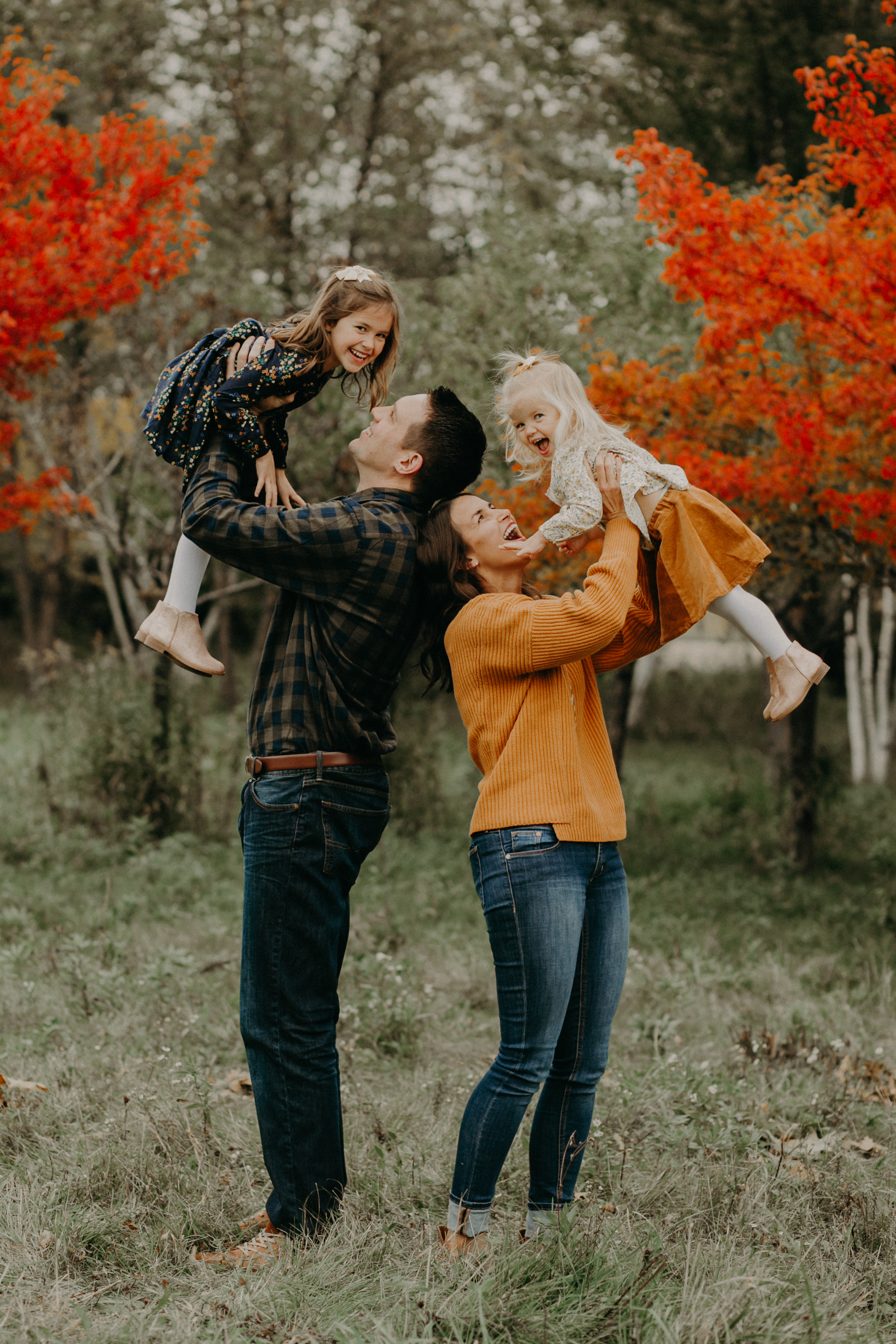 River Falls and Hudson WI photographer Andrea Wagner captures fall family photos