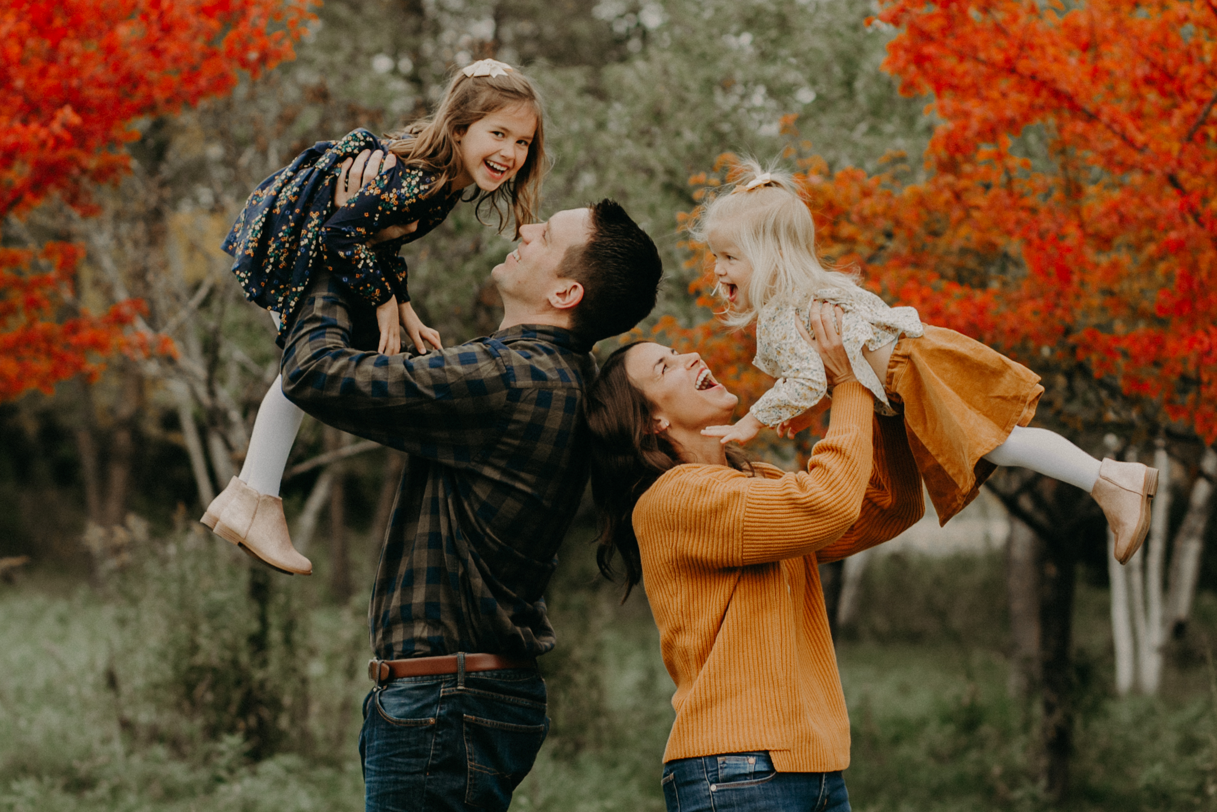 lifestyle family photo session with children giggling in autumn