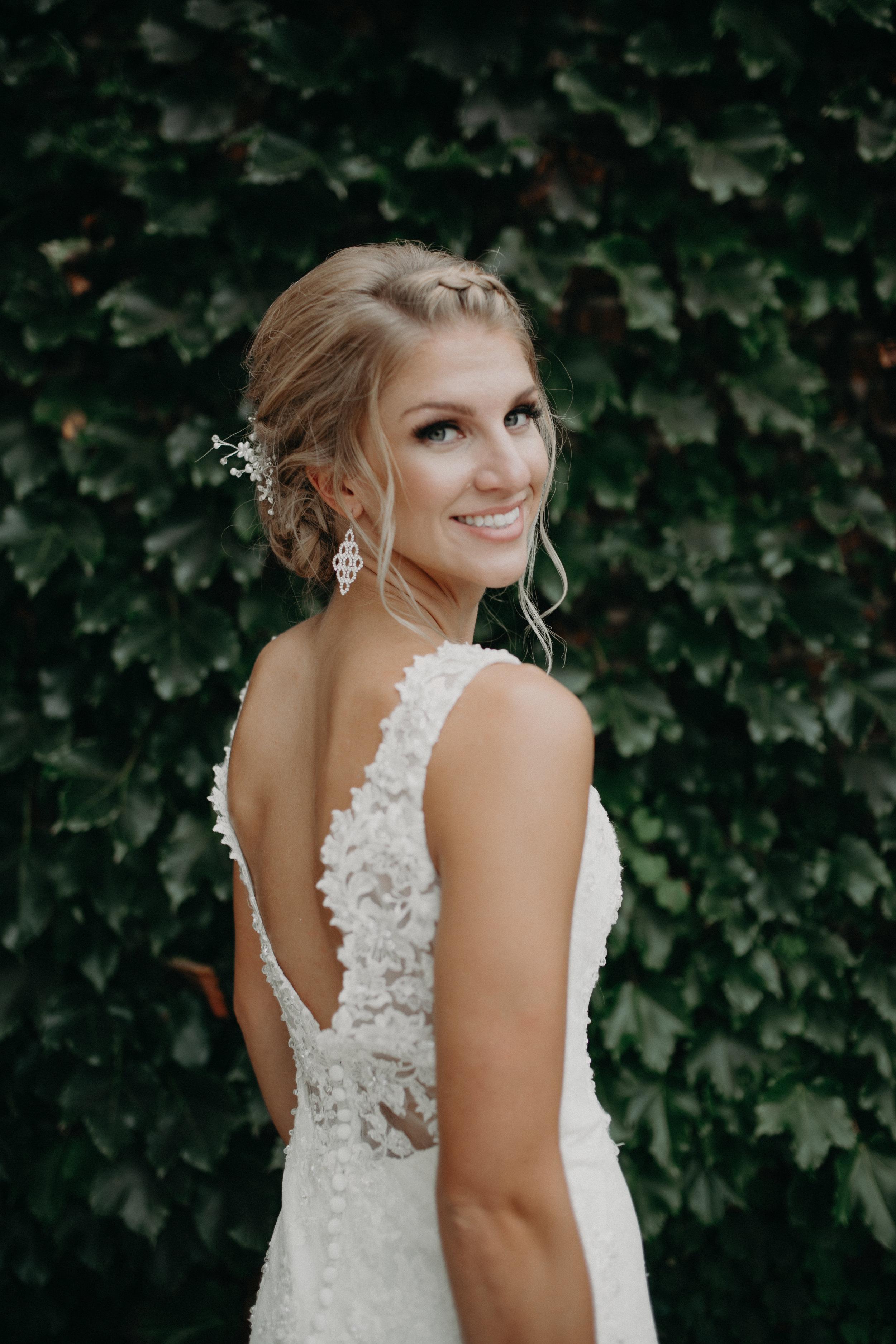 Tiffany-lenz-bride-marshfield-wi-photographer