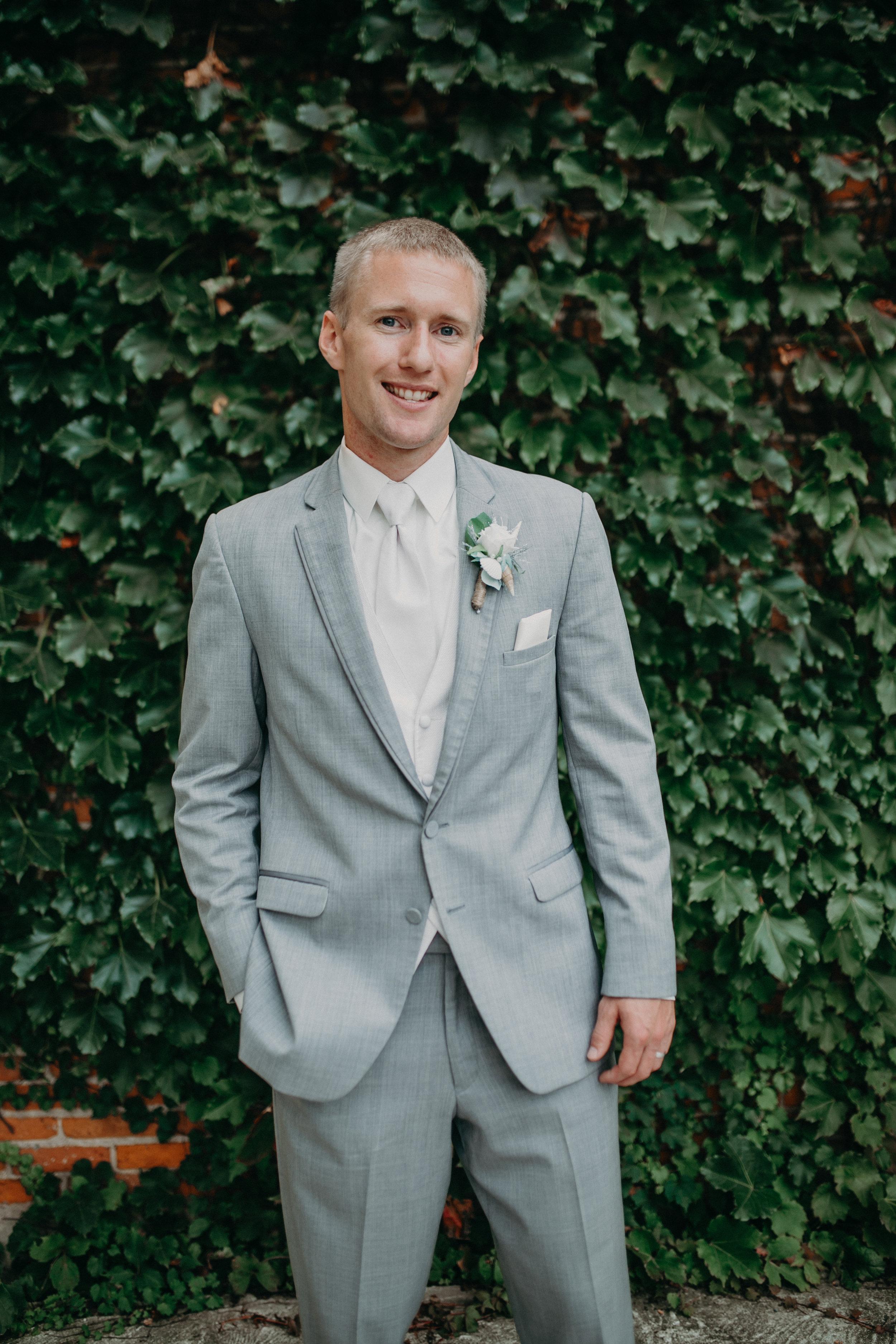 Jake-lenz-groom-marshfield-wi-wedding-photographer
