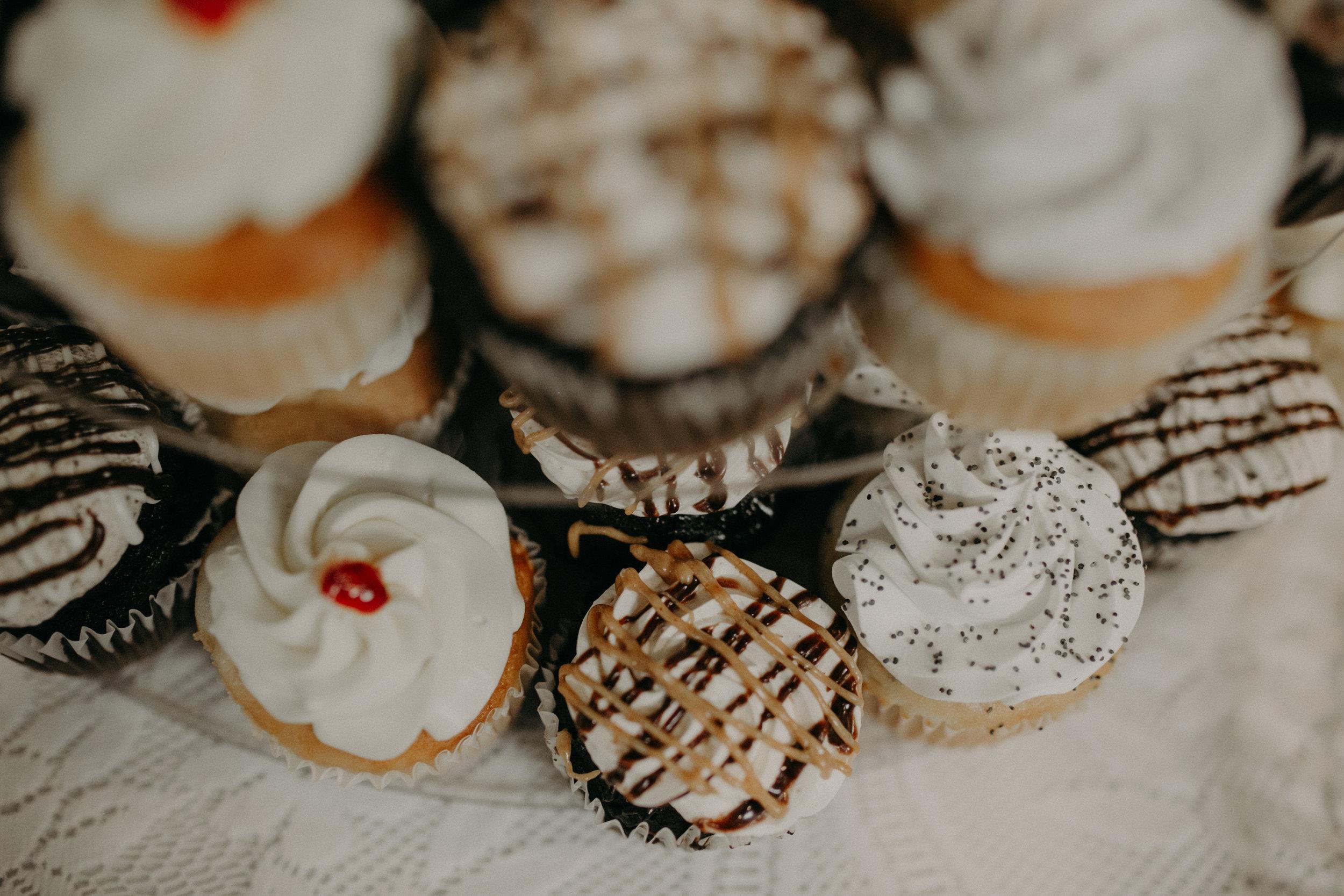 wedding-treats-sweet-cupcakes-eagles-club-wisconsin