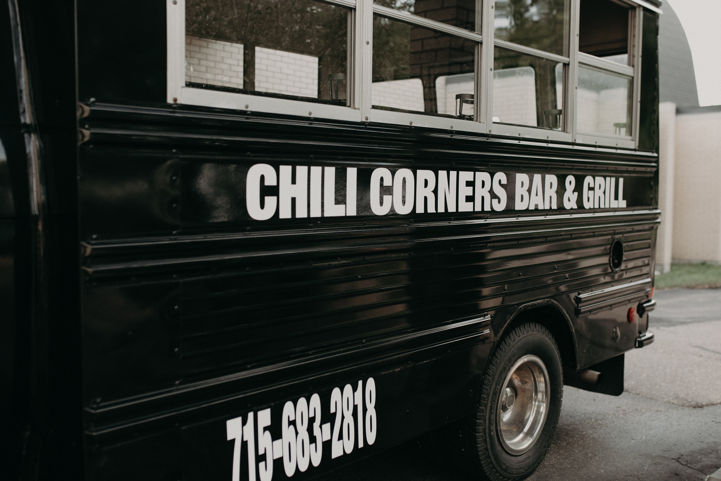 chili-corners-bar-grill-bus-party-wedding