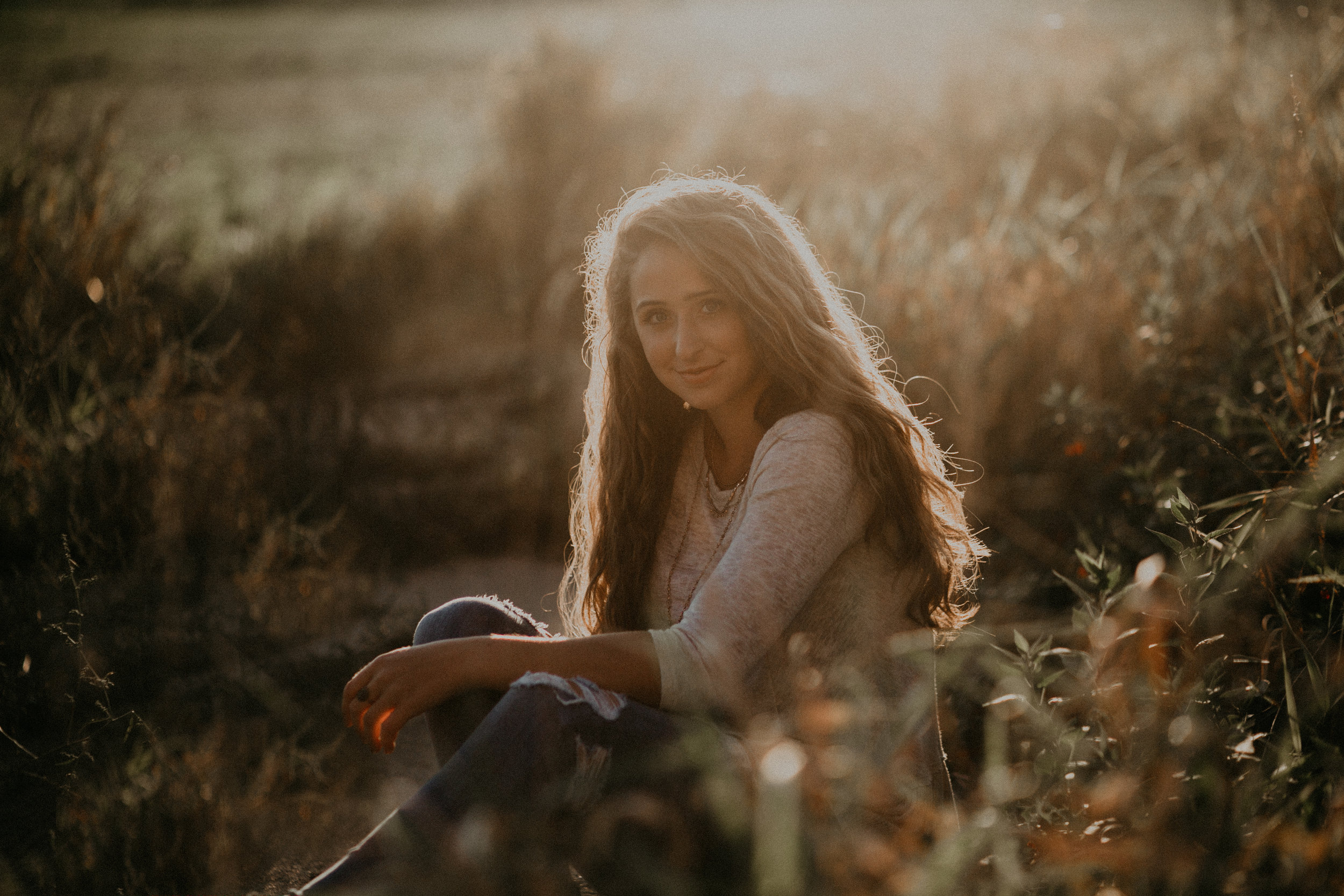 senior-portraits-field-chili-wi-sunset-dara-stichert