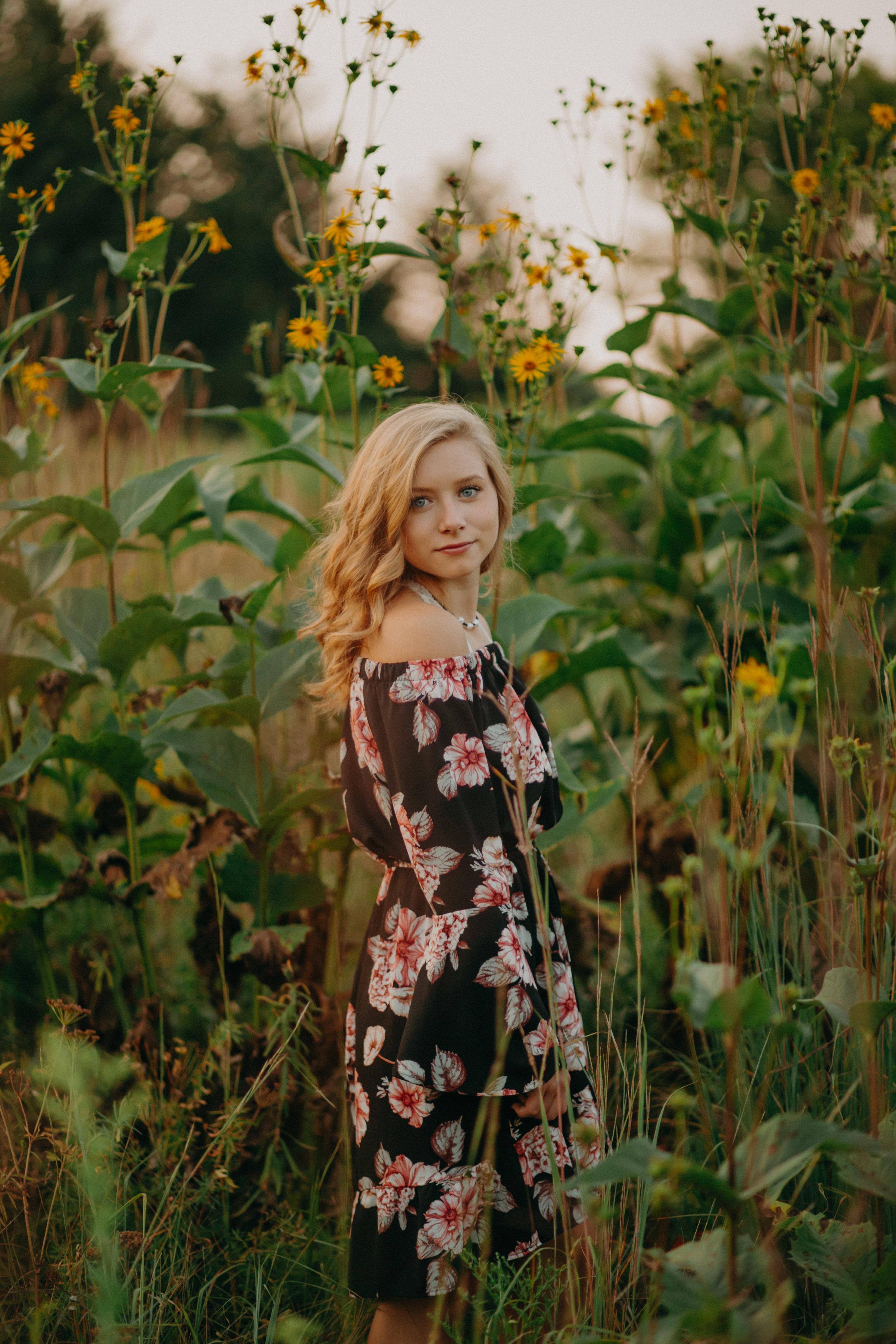 senior-sunflower-field-hudson-wi-photography