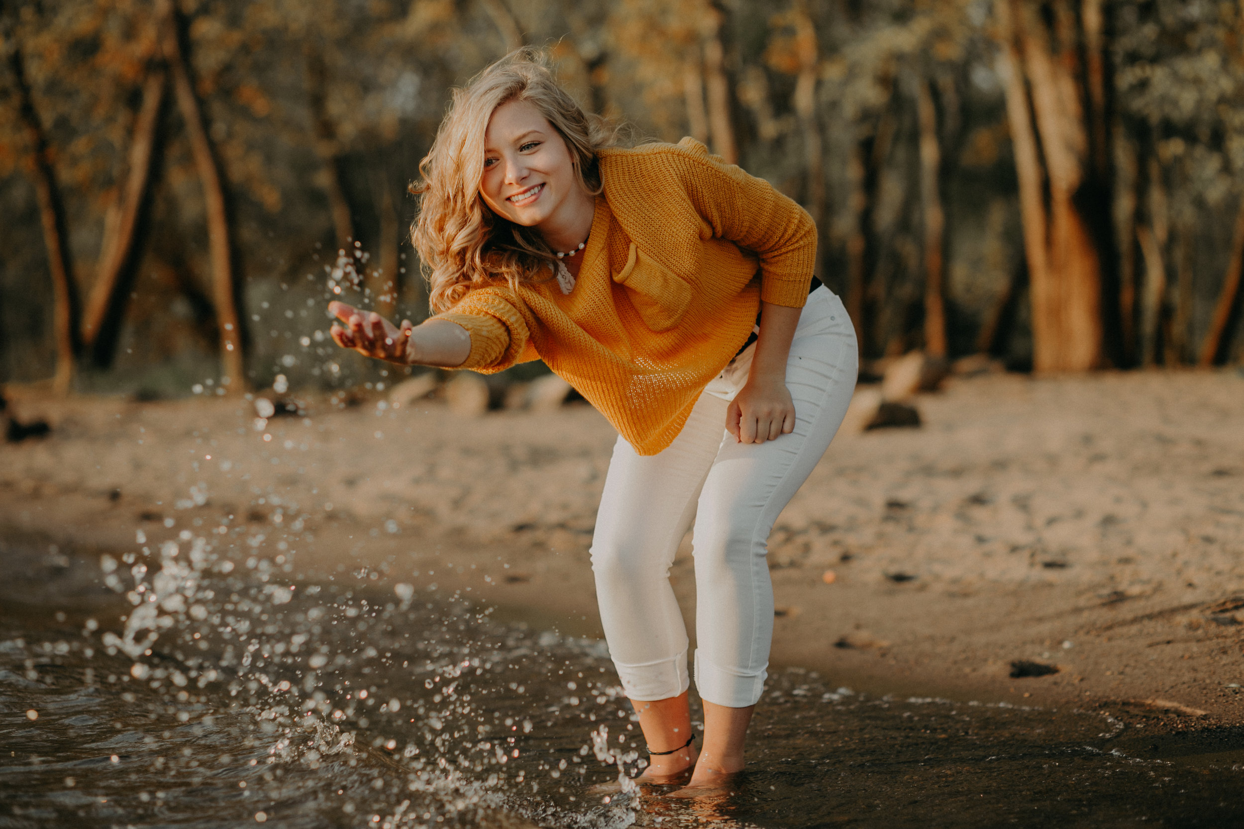 Hudson-wi-senior-splashing-st-croix-river-photoshoot