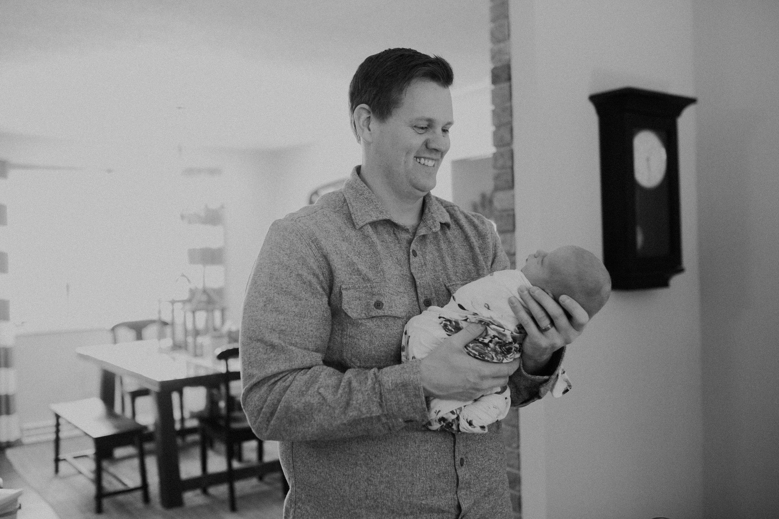 Hudson-wi-newborn-lifestyle-in-home-photographer